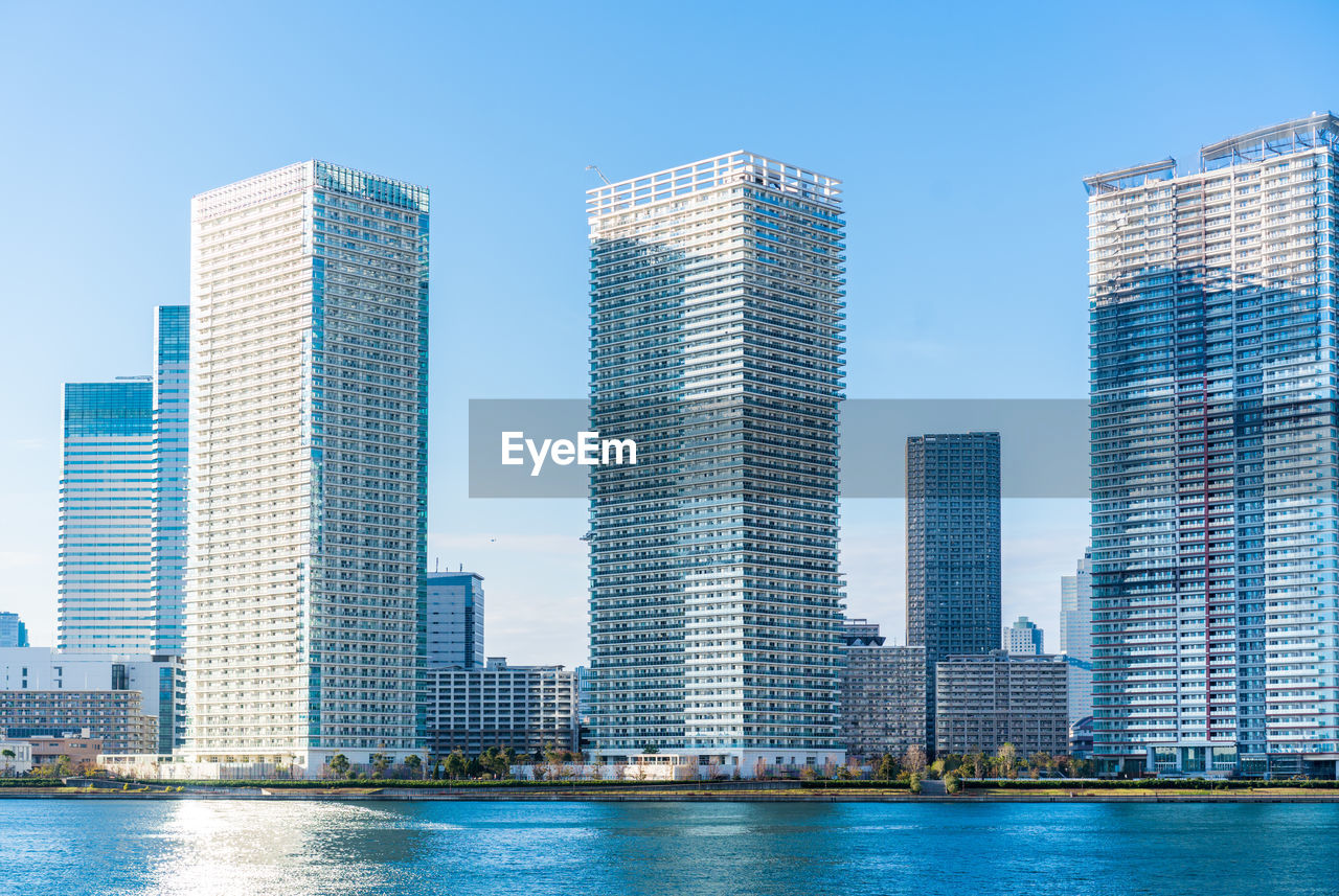 building exterior, architecture, built structure, office building exterior, city, building, water, modern, skyscraper, waterfront, urban skyline, office, tall - high, sky, clear sky, nature, no people, day, landscape, cityscape, outdoors, financial district