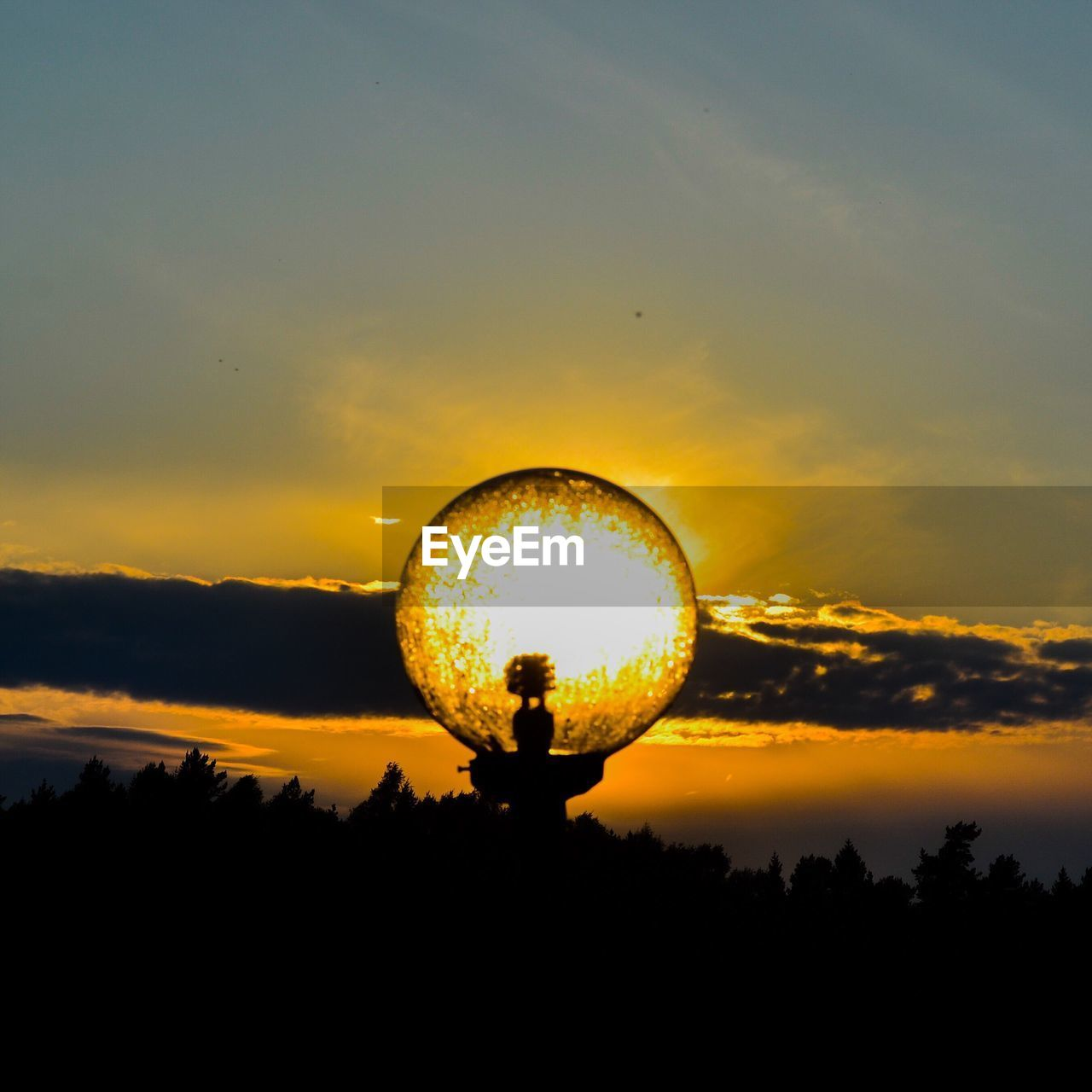 silhouette, sunset, sky, leisure activity, circle, real people, nature, cloud - sky, lifestyles, scenics, togetherness, beauty in nature, men, tree, outdoors, standing, bubble wand, day, people