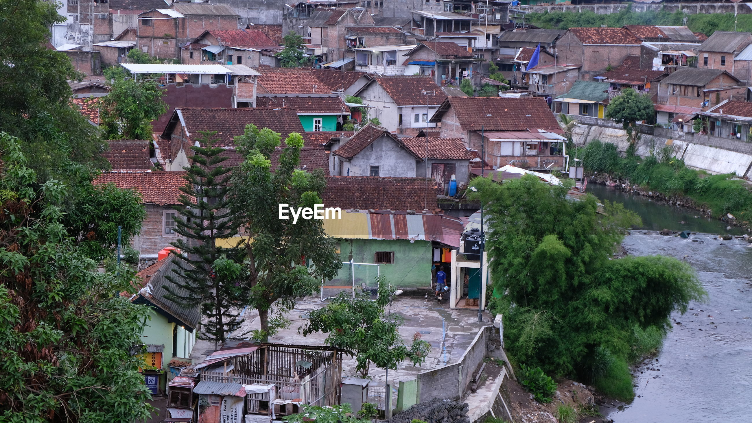 HIGH ANGLE VIEW OF BUILDINGS IN VILLAGE