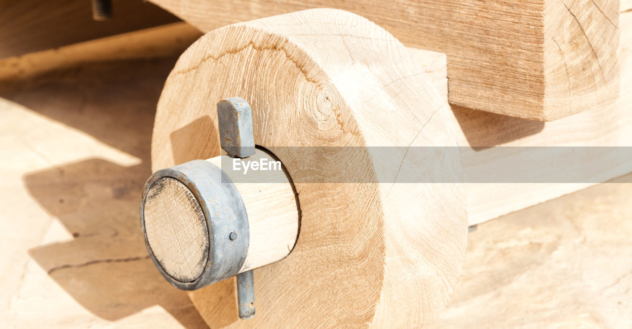 wood - material, close-up, focus on foreground, no people, sunlight, still life, day, wood, indoors, high angle view, equipment, nature, pattern, metal, rolled up, beige, construction industry, table, white color
