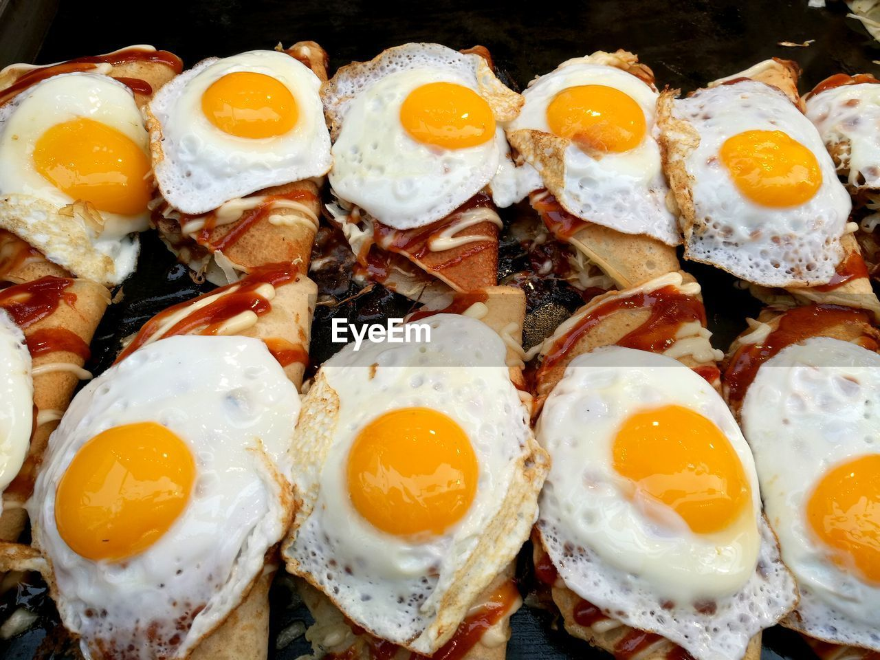 food and drink, food, freshness, healthy eating, wellbeing, ready-to-eat, egg, close-up, still life, no people, fried egg, fried, indoors, meal, indulgence, egg yolk, breakfast, meat, serving size, high angle view, temptation, sunny side up, snack, japanese food