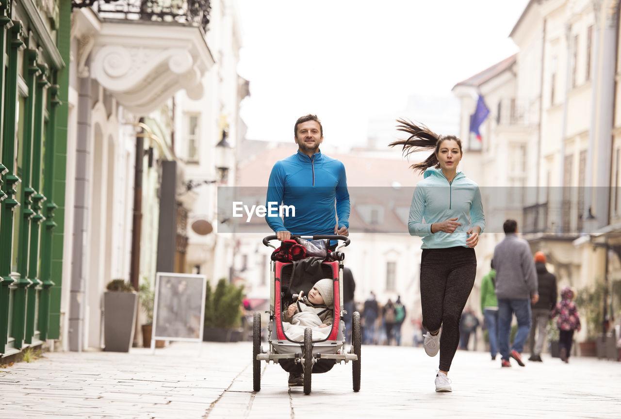 FULL LENGTH PORTRAIT OF PEOPLE ON CITY STREET
