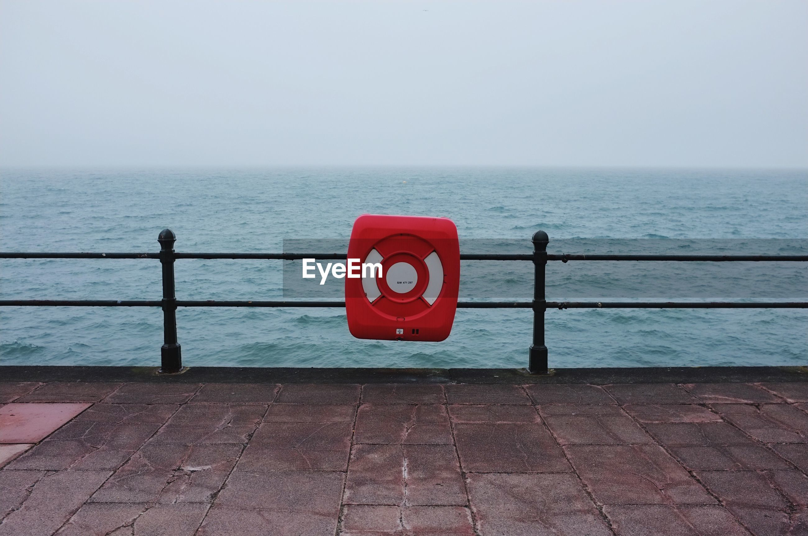 INFORMATION SIGN AGAINST SEA