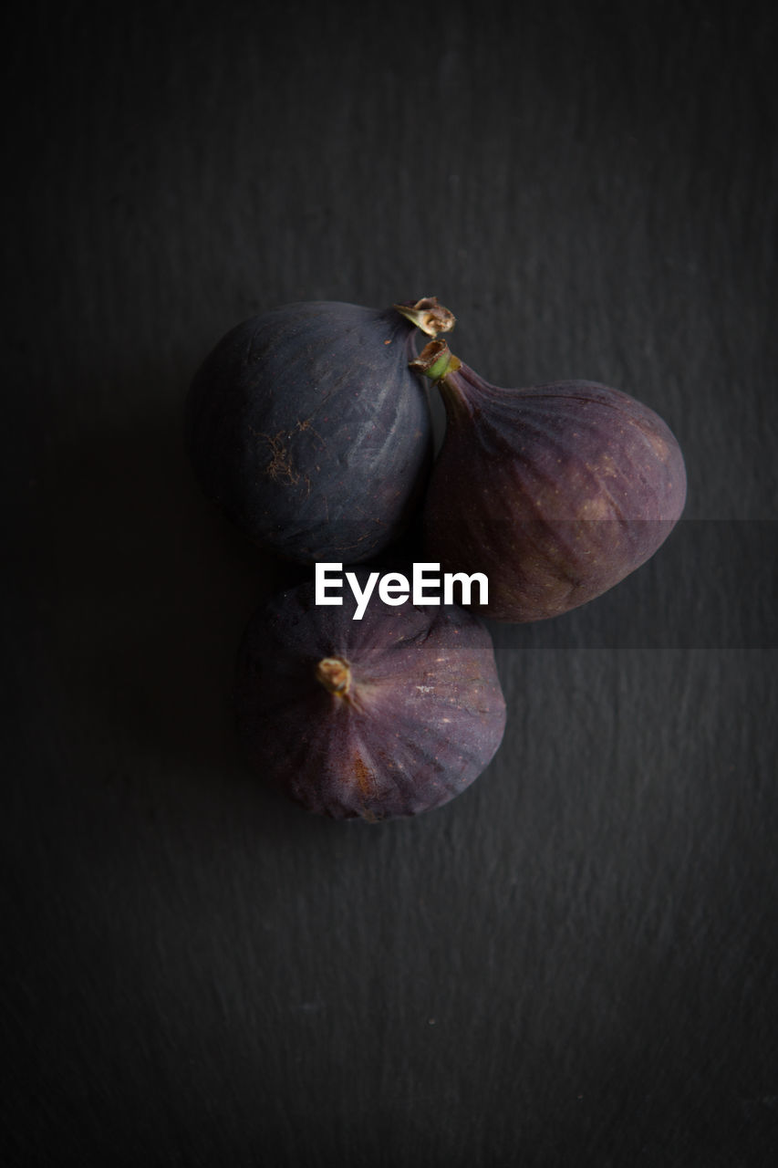healthy eating, still life, wellbeing, freshness, studio shot, food and drink, food, indoors, close-up, no people, fruit, table, fig, black background, two objects, vegetable, high angle view, organic, purple, raw food