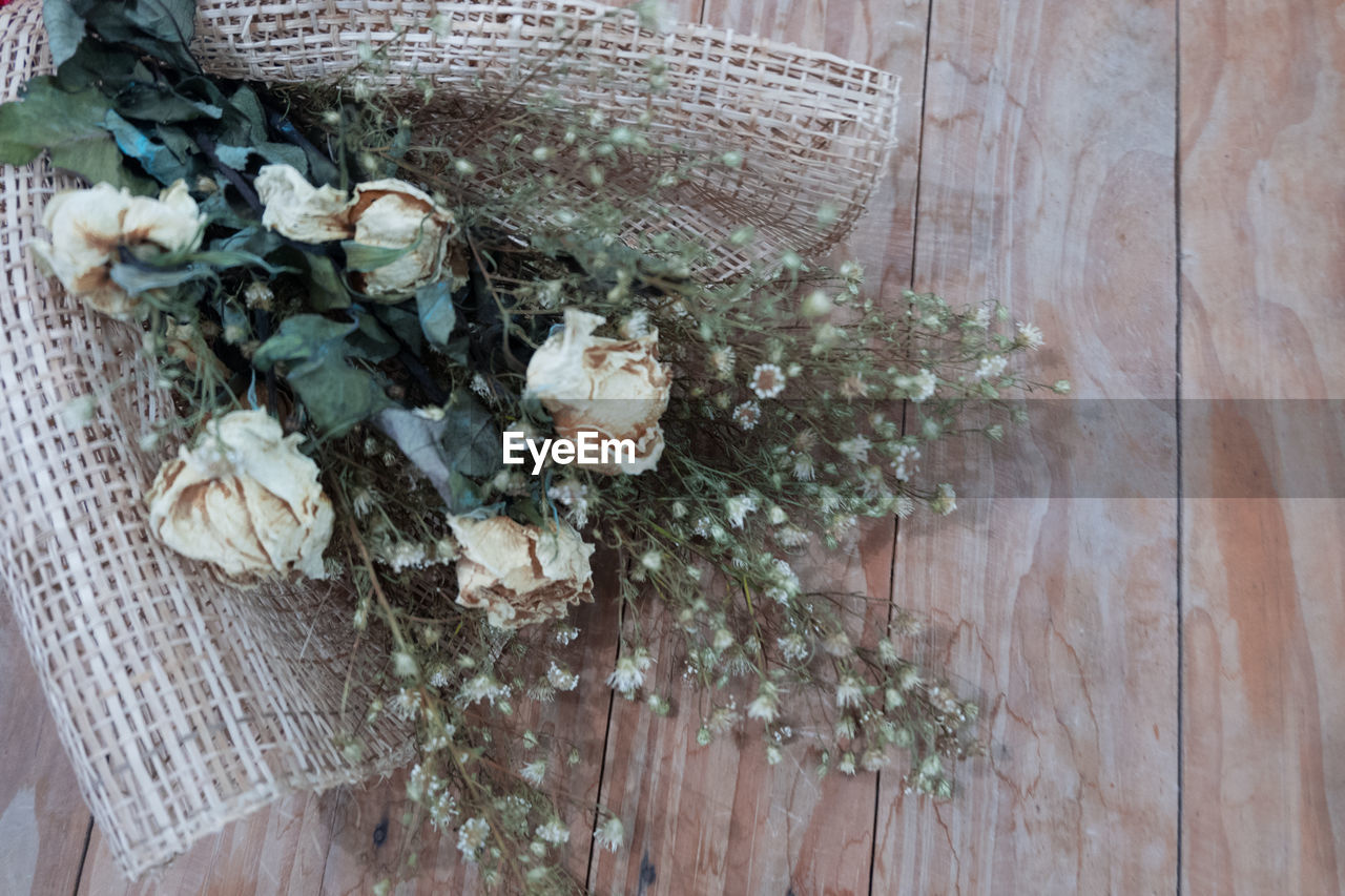 HIGH ANGLE VIEW OF WICKER BASKET ON FLOWER