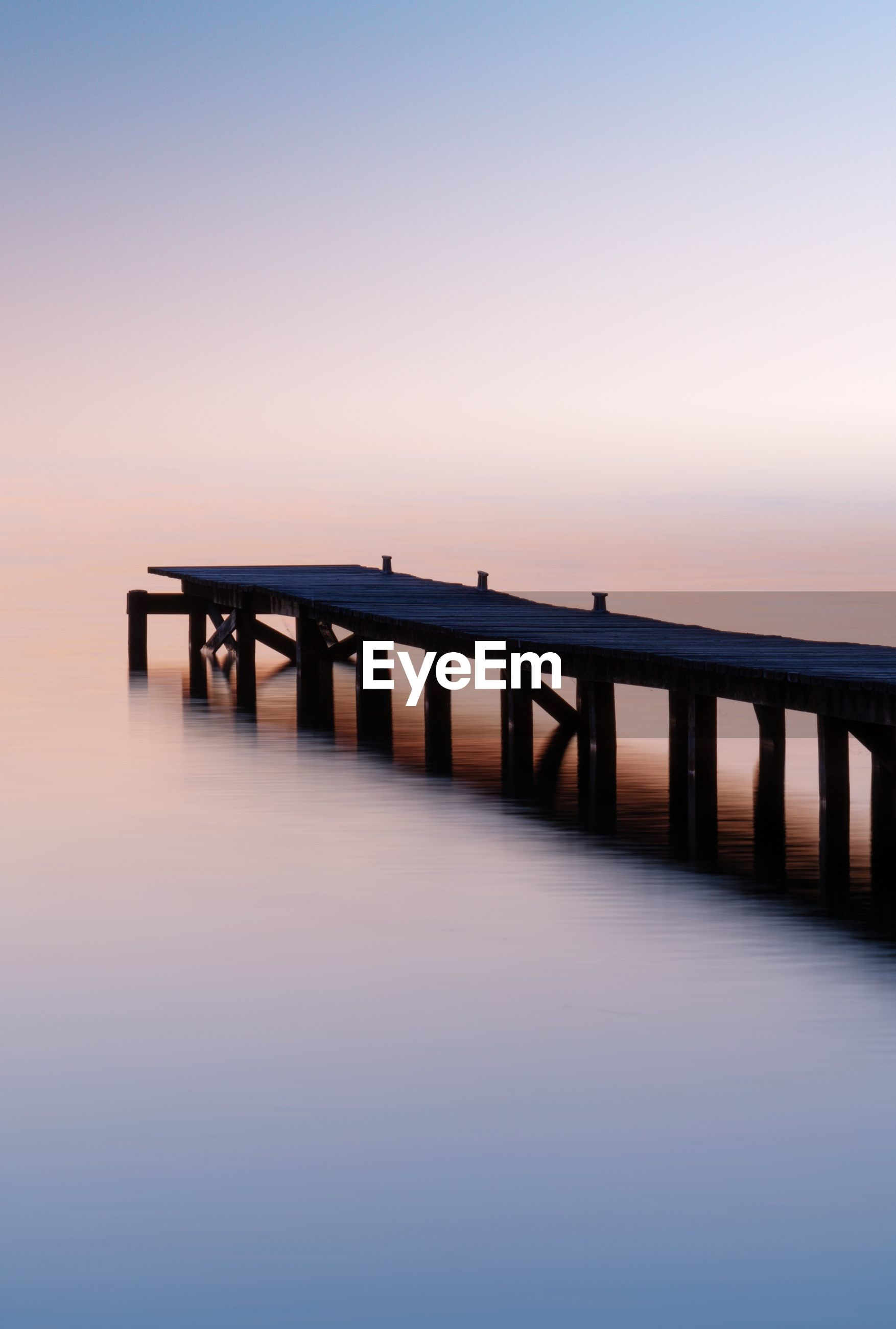 water, sky, sunset, sea, scenics - nature, tranquility, beauty in nature, tranquil scene, connection, bridge, built structure, waterfront, architecture, no people, nature, pier, idyllic, horizon, copy space, bridge - man made structure, horizon over water, outdoors, long
