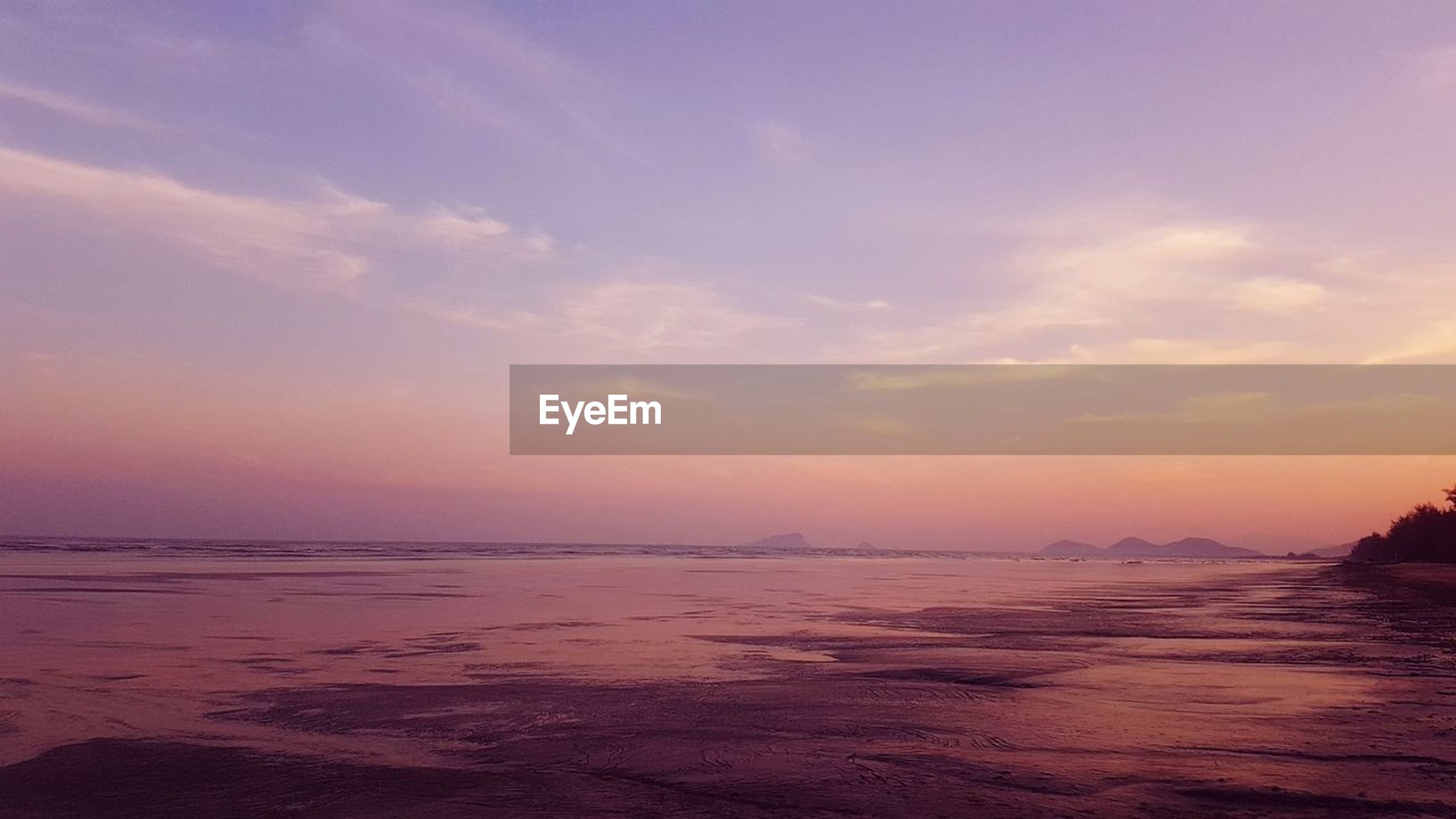 sky, scenics - nature, beauty in nature, tranquility, tranquil scene, water, sunset, sea, cloud - sky, idyllic, no people, nature, non-urban scene, outdoors, beach, land, waterfront, remote, horizon