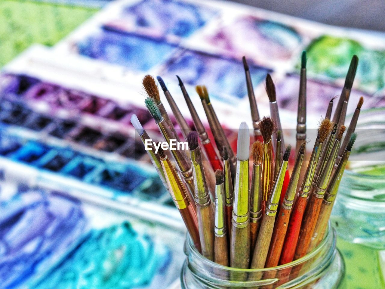 brush, large group of objects, paintbrush, multi colored, choice, variation, art and craft, still life, container, no people, indoors, close-up, focus on foreground, craft, creativity, paint, high angle view, art and craft equipment, abundance, selective focus