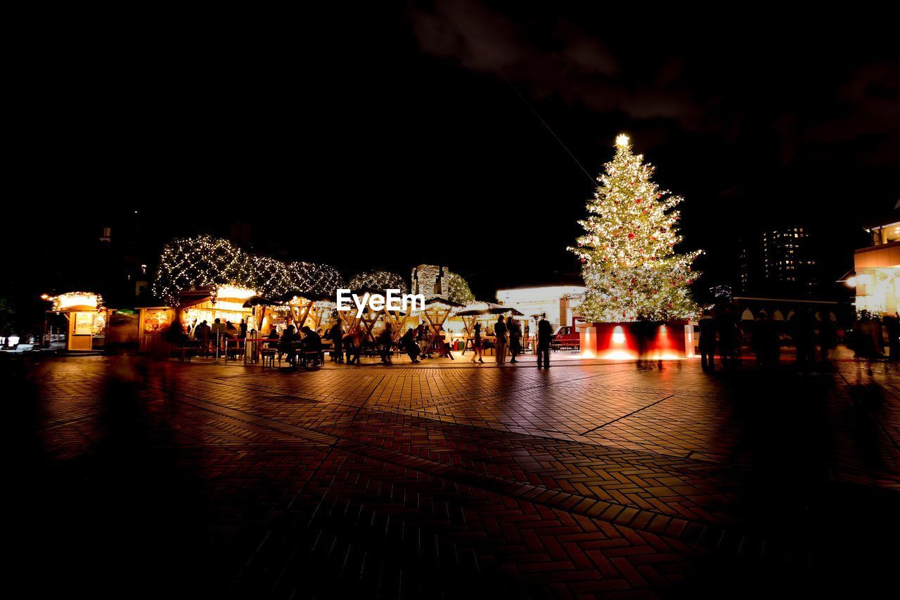 night, illuminated, christmas, christmas decoration, building exterior, christmas lights, christmas tree, architecture, built structure, outdoors, celebration, christmas market, tree, sky, no people, city