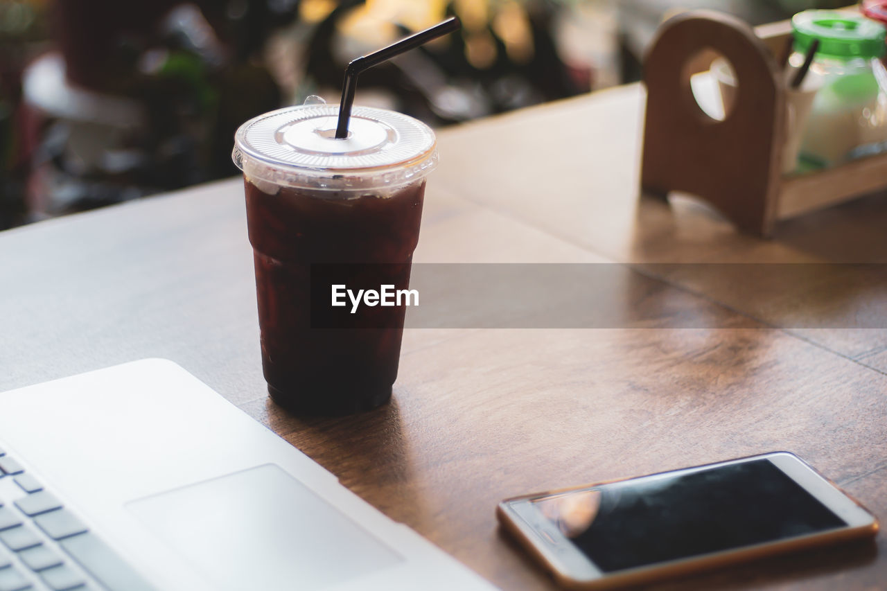 table, drink, food and drink, refreshment, still life, coffee, coffee - drink, focus on foreground, technology, indoors, cup, wireless technology, straw, drinking straw, close-up, selective focus, cafe, coffee cup, connection, drinking glass, no people, glass