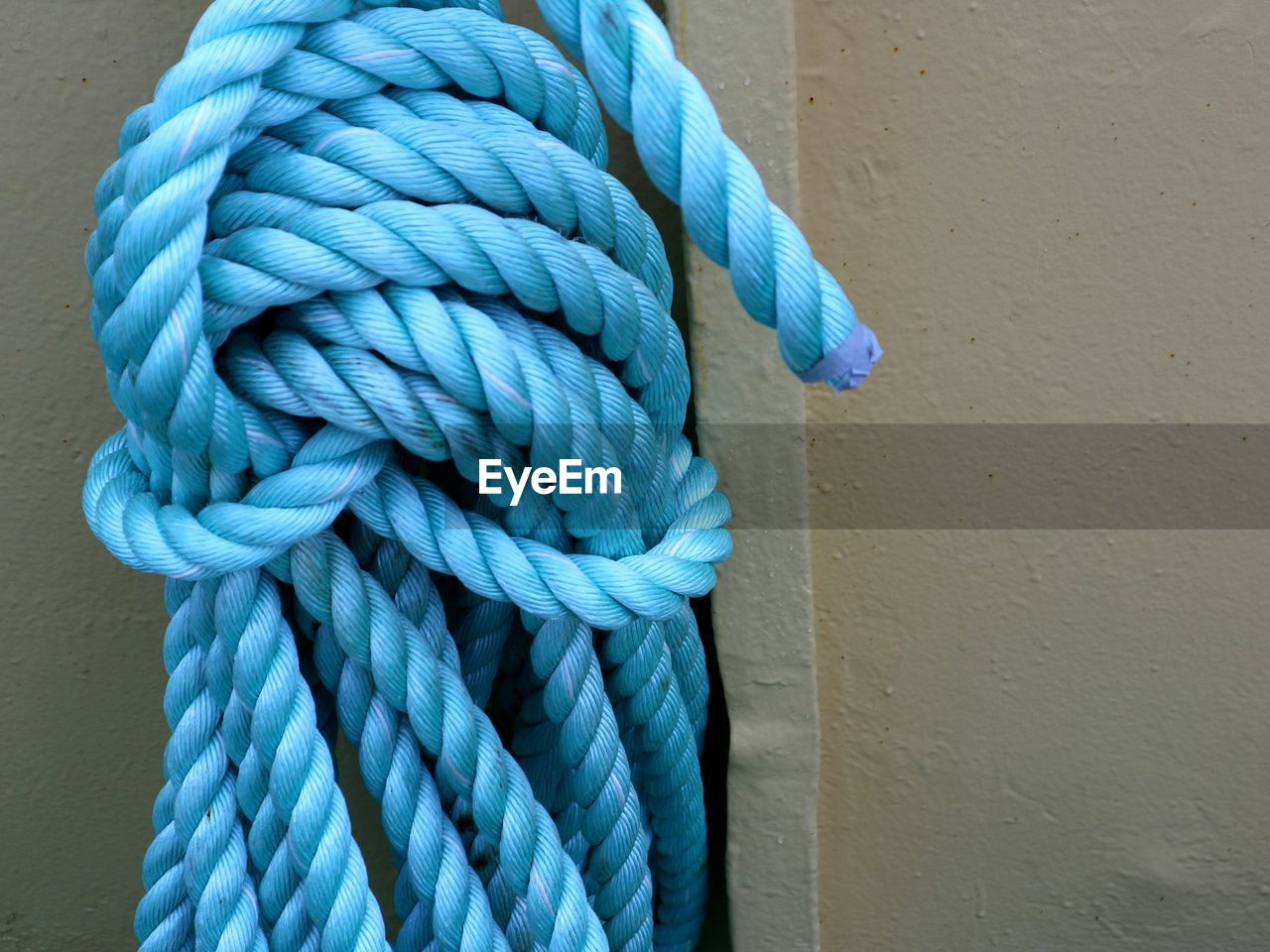 rope, close-up, strength, blue, tied up, no people, textured, pattern, day, tied knot, still life, twisted, string, connection, white color, indoors, turquoise colored, spiral, wood - material, green color