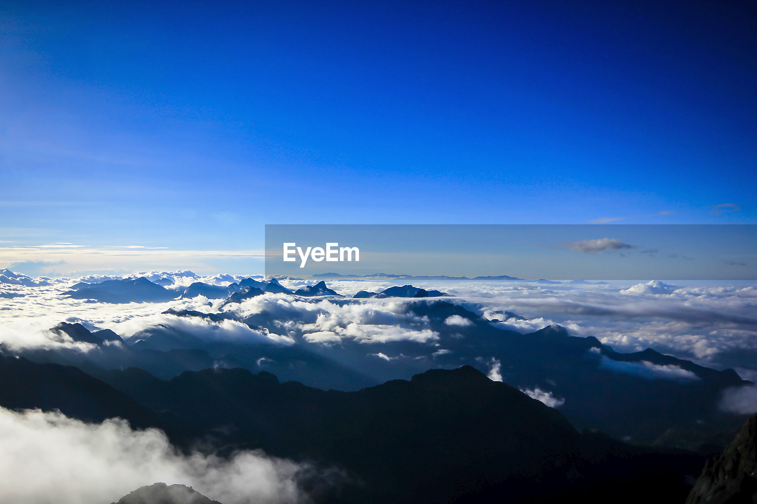 MAJESTIC VIEW OF MOUNTAINS AGAINST BLUE SKY