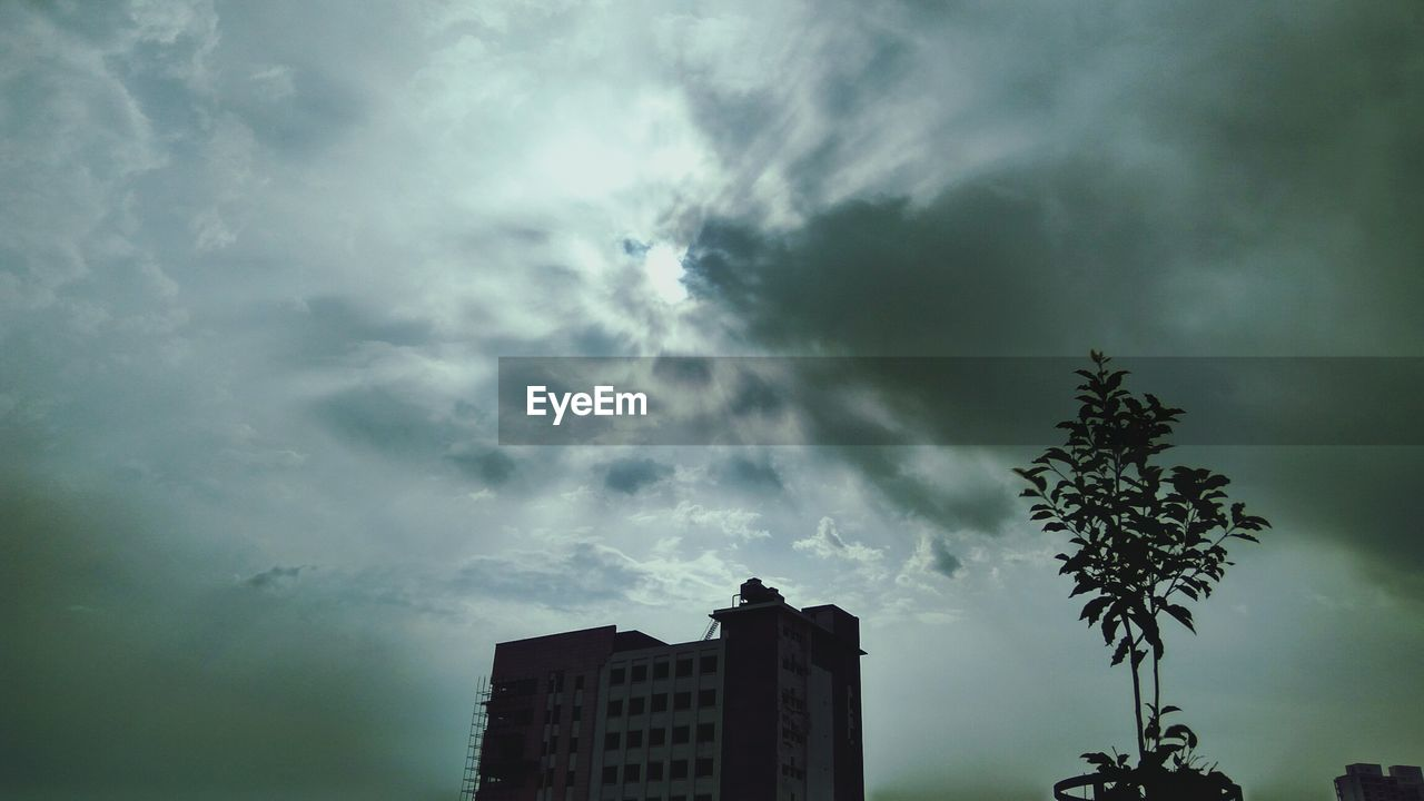 sky, cloud - sky, low angle view, building exterior, architecture, storm cloud, no people, nature, built structure, outdoors, tree, city, day, beauty in nature