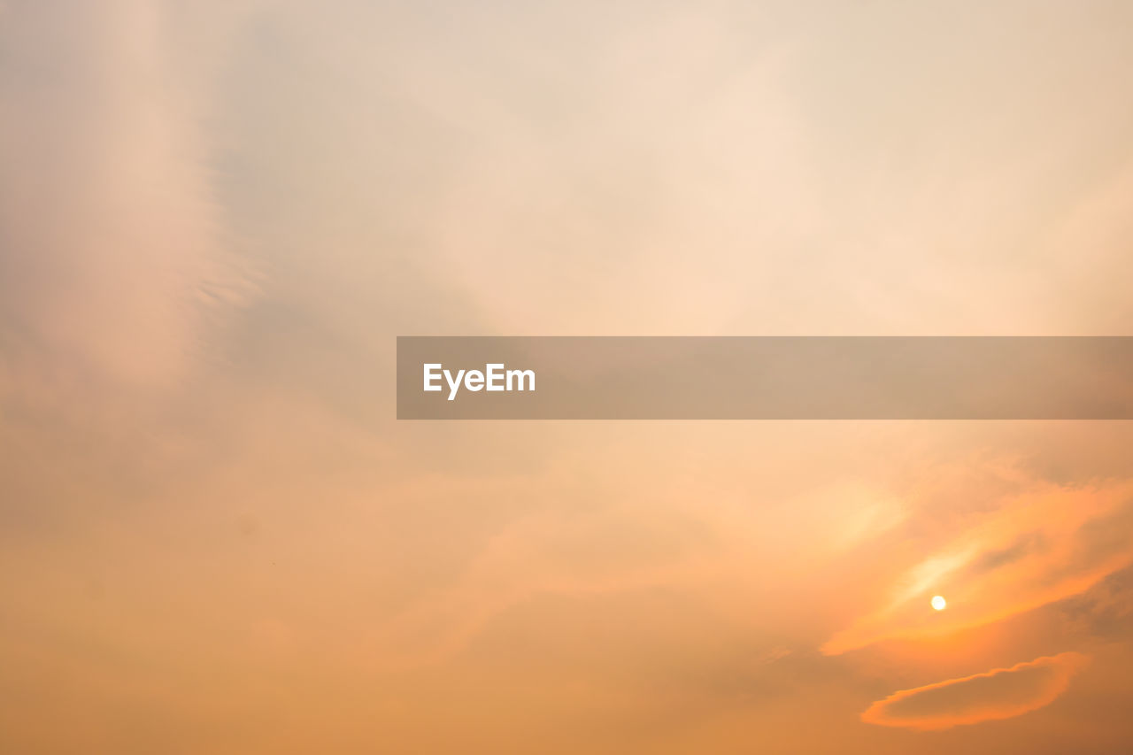 sky, sunset, beauty in nature, cloud - sky, tranquility, scenics - nature, orange color, no people, nature, tranquil scene, backgrounds, idyllic, low angle view, outdoors, full frame, sunlight, dramatic sky, sun, cloudscape, romantic sky, meteorology