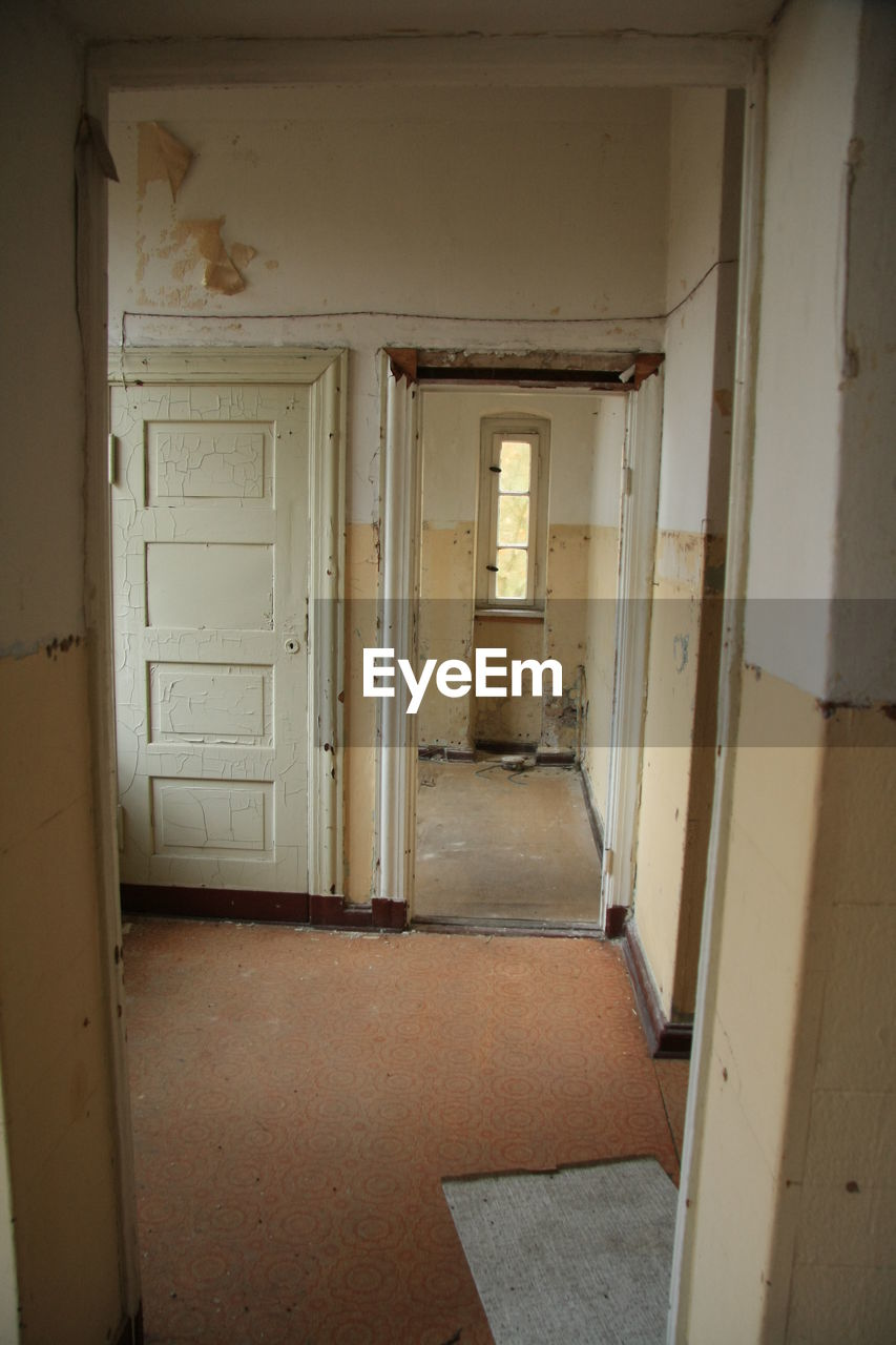 door, corridor, indoors, house, doorway, abandoned, architecture, the way forward, no people, open, built structure, home interior, open door, day