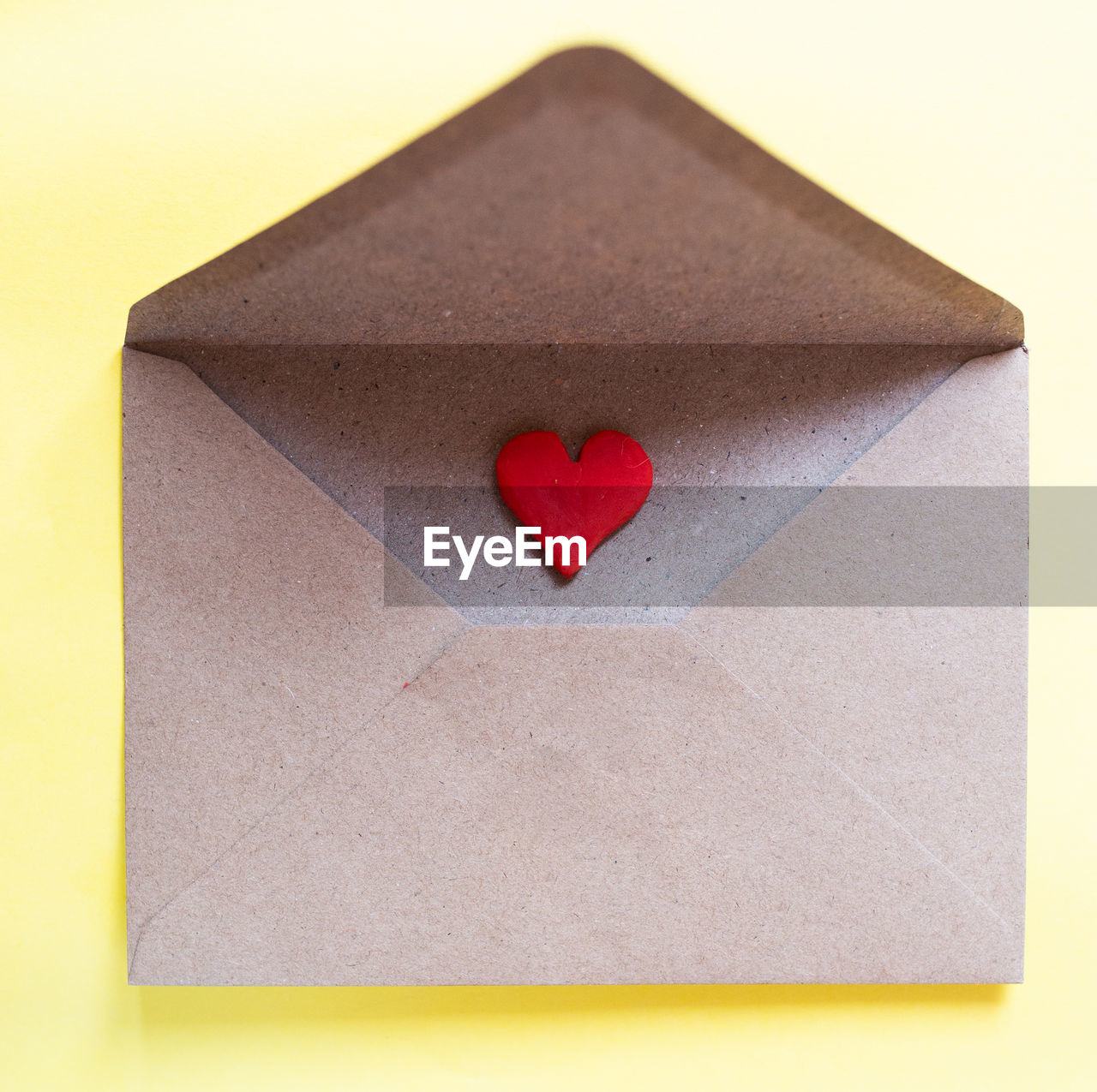 CLOSE-UP OF HEART SHAPE MADE FROM PAPER