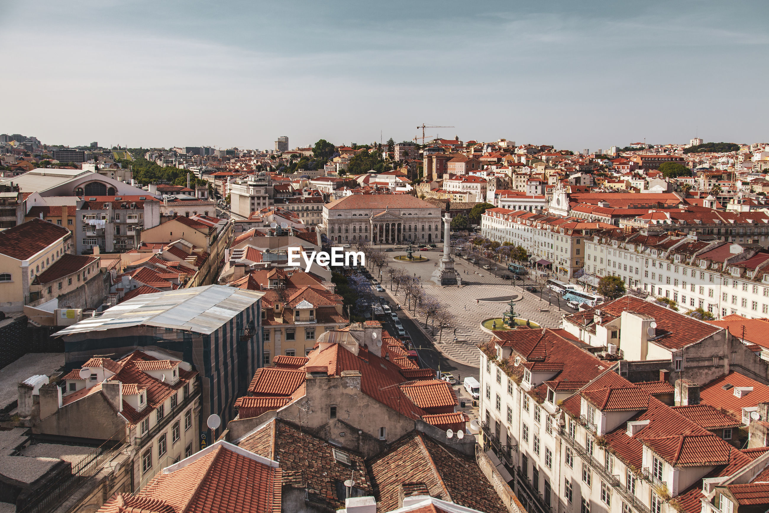 HIGH ANGLE VIEW OF TOWNSCAPE AGAINST SKY IN CITY
