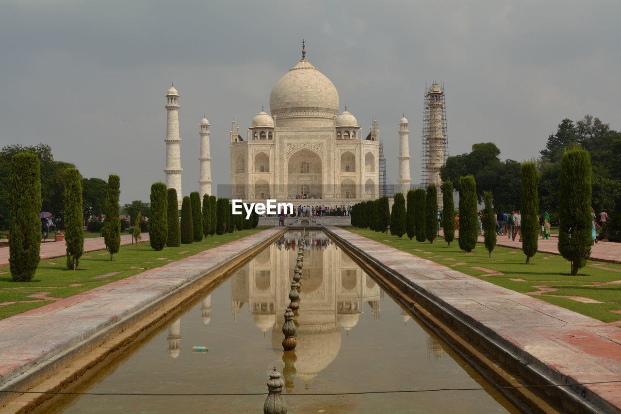 Reflection Of Taj Mahal On Reflecting Pool