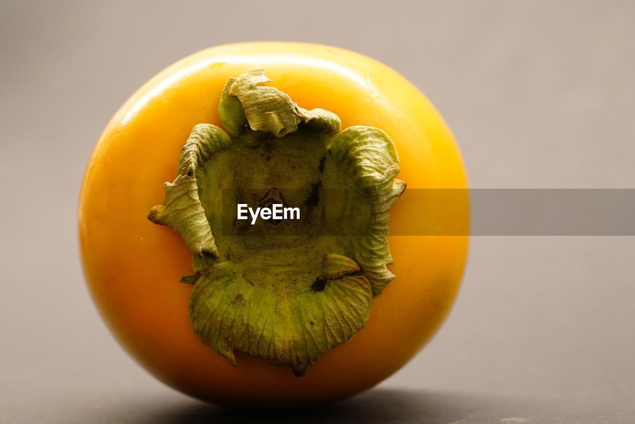 healthy eating, food and drink, food, wellbeing, freshness, fruit, close-up, indoors, still life, orange color, vegetable, yellow, no people, studio shot, table, citrus fruit, cross section, orange, focus on foreground, raw food, ripe