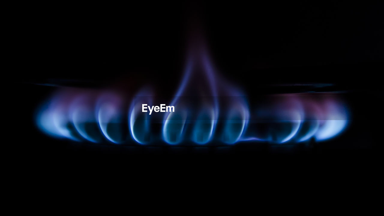 heat - temperature, burning, stove, fire, flame, burner - stove top, blue, appliance, fuel and power generation, fossil fuel, close-up, kitchen, black background, natural gas, indoors, communication, fire - natural phenomenon, no people, studio shot, glowing, abstract