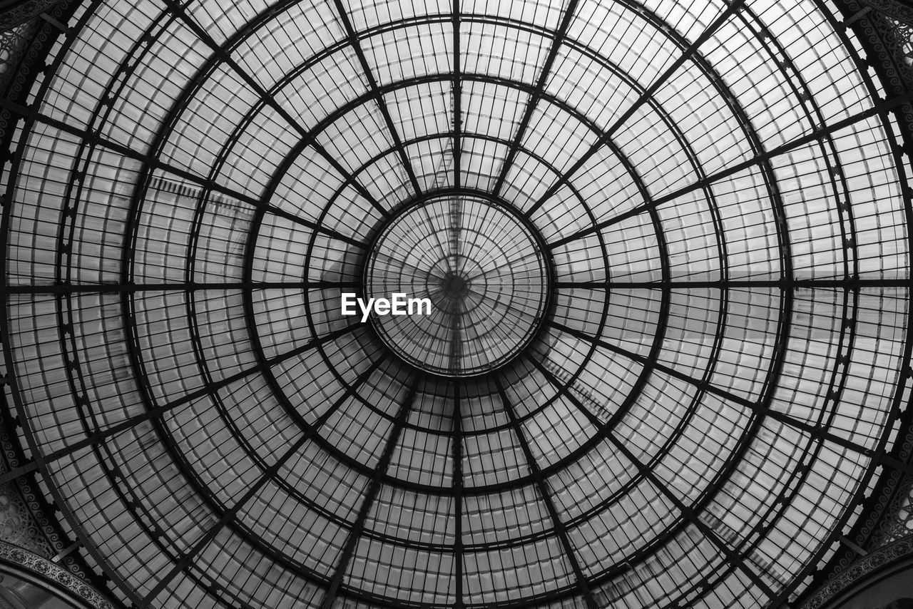 pattern, architecture, dome, geometric shape, ceiling, shape, circle, built structure, directly below, cupola, design, indoors, backgrounds, no people, architectural feature, full frame, low angle view, glass - material, day, skylight, concentric, architecture and art, ornate, classical style