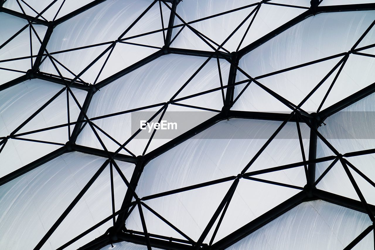 built structure, architecture, low angle view, pattern, sky, no people, design, shape, geometric shape, full frame, indoors, backgrounds, skylight, nature, day, sunlight, modern, glass - material, ceiling, directly below
