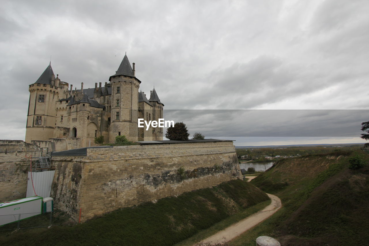 architecture, built structure, cloud - sky, sky, building exterior, building, nature, the past, history, no people, castle, day, travel destinations, outdoors, travel, overcast, grass, tower, direction, fort