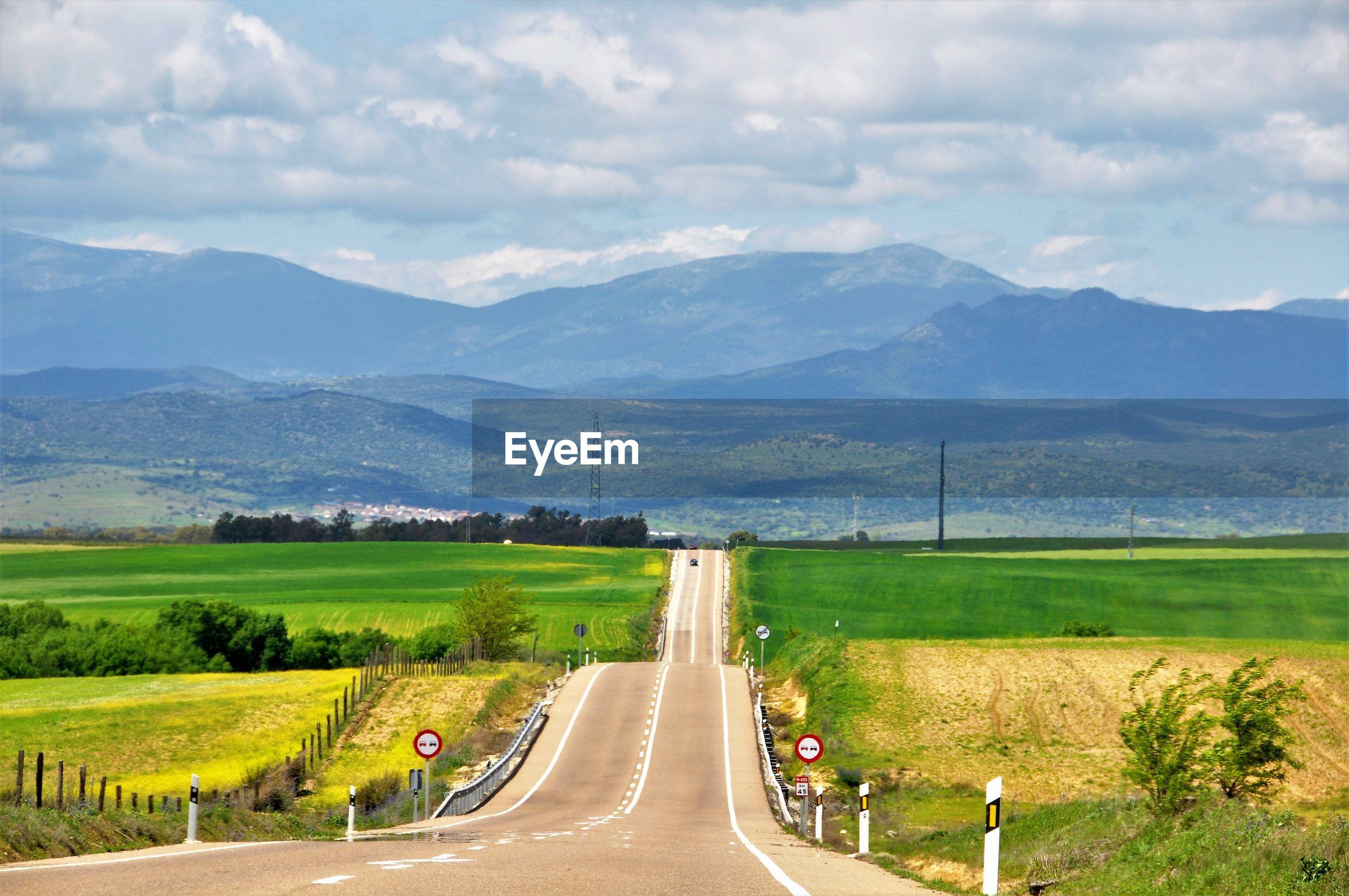 EMPTY ROAD ALONG LANDSCAPE AGAINST MOUNTAINS