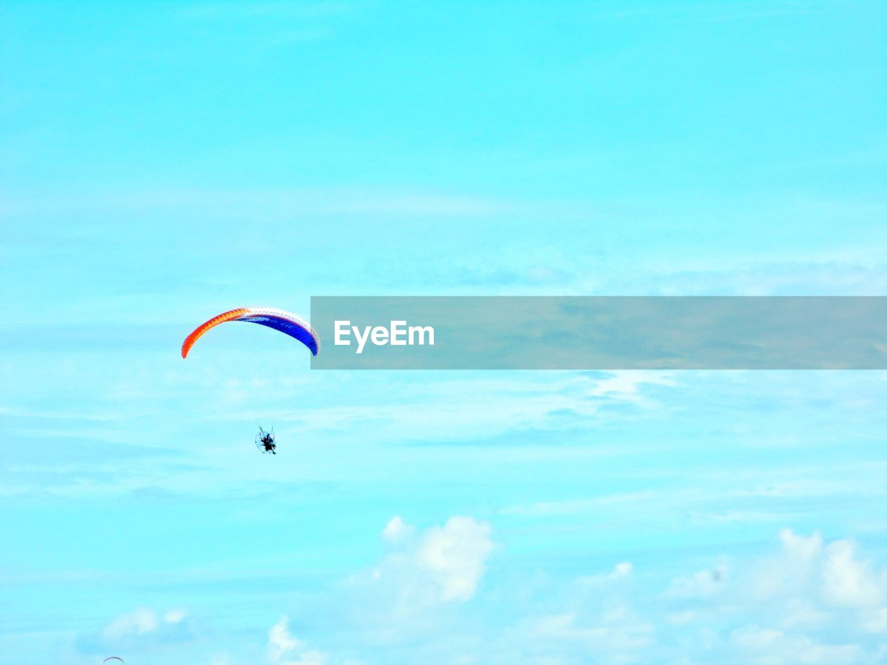 extreme sports, parachute, adventure, real people, one person, leisure activity, unrecognizable person, mid-air, day, sky, nature, outdoors, flying, paragliding, sport, lifestyles, skydiving, people