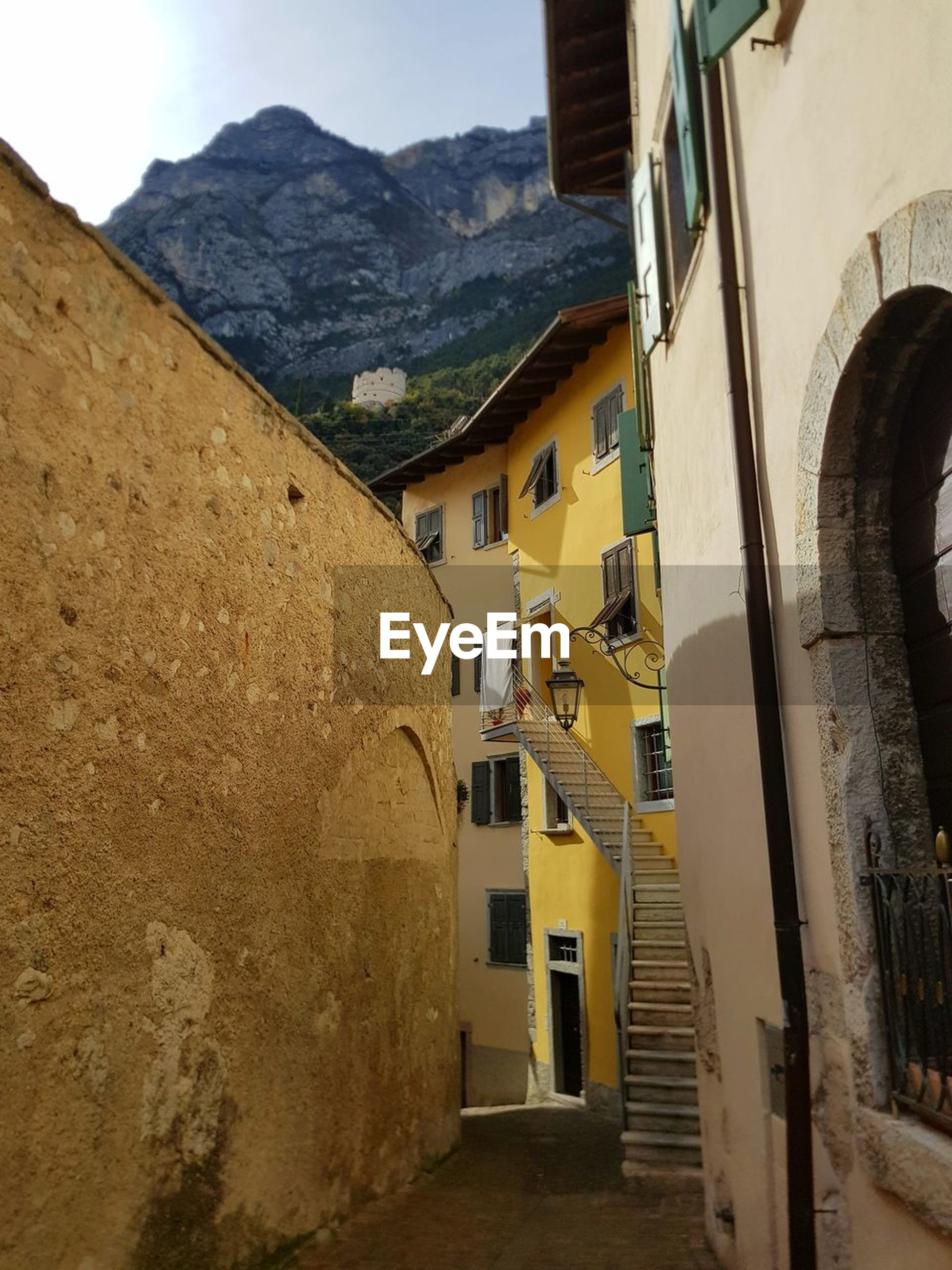 architecture, building exterior, built structure, mountain, house, mountain range, outdoors, day, old town, no people, sky, nature