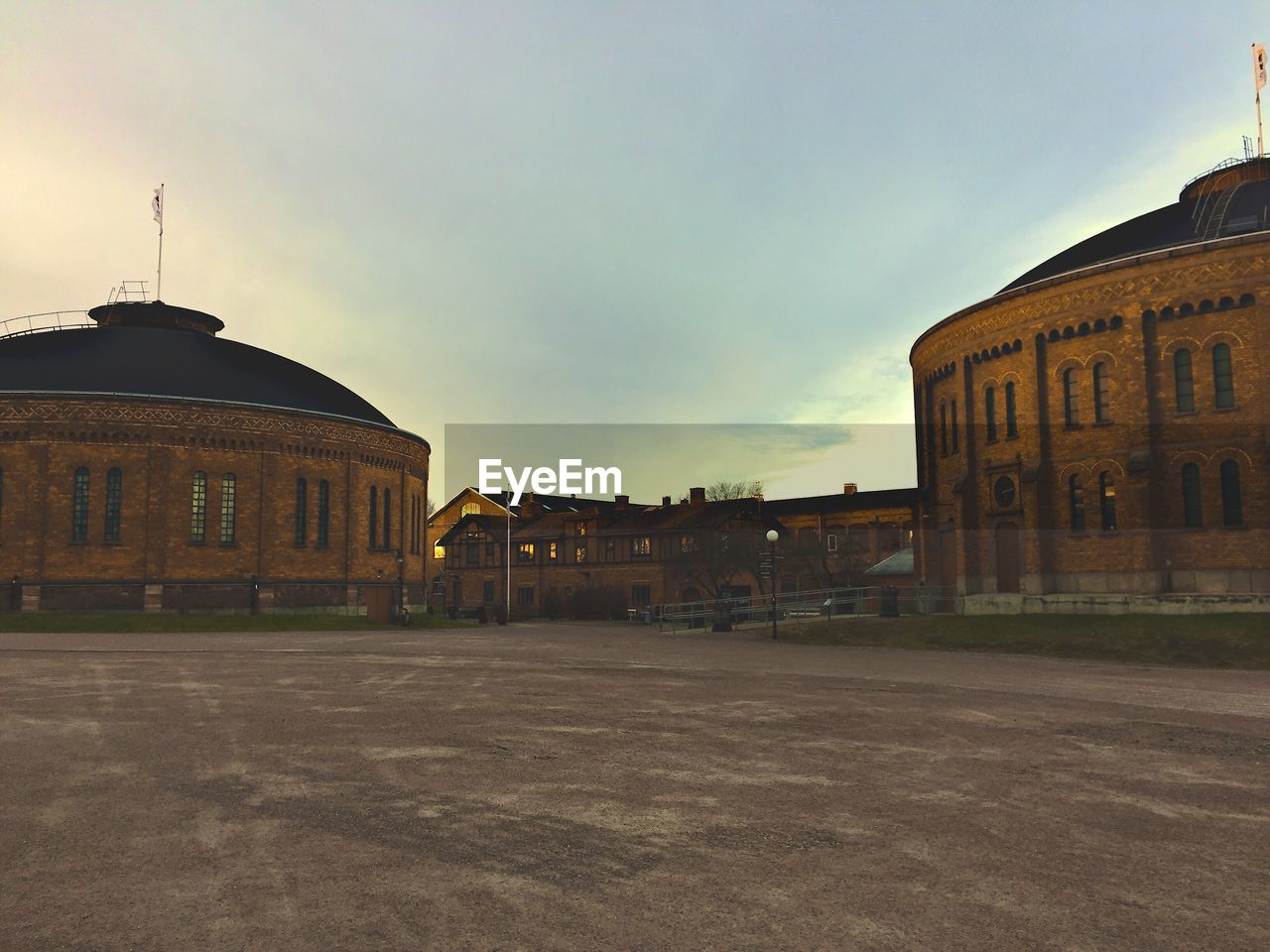 architecture, building exterior, built structure, sky, outdoors, no people, city, day