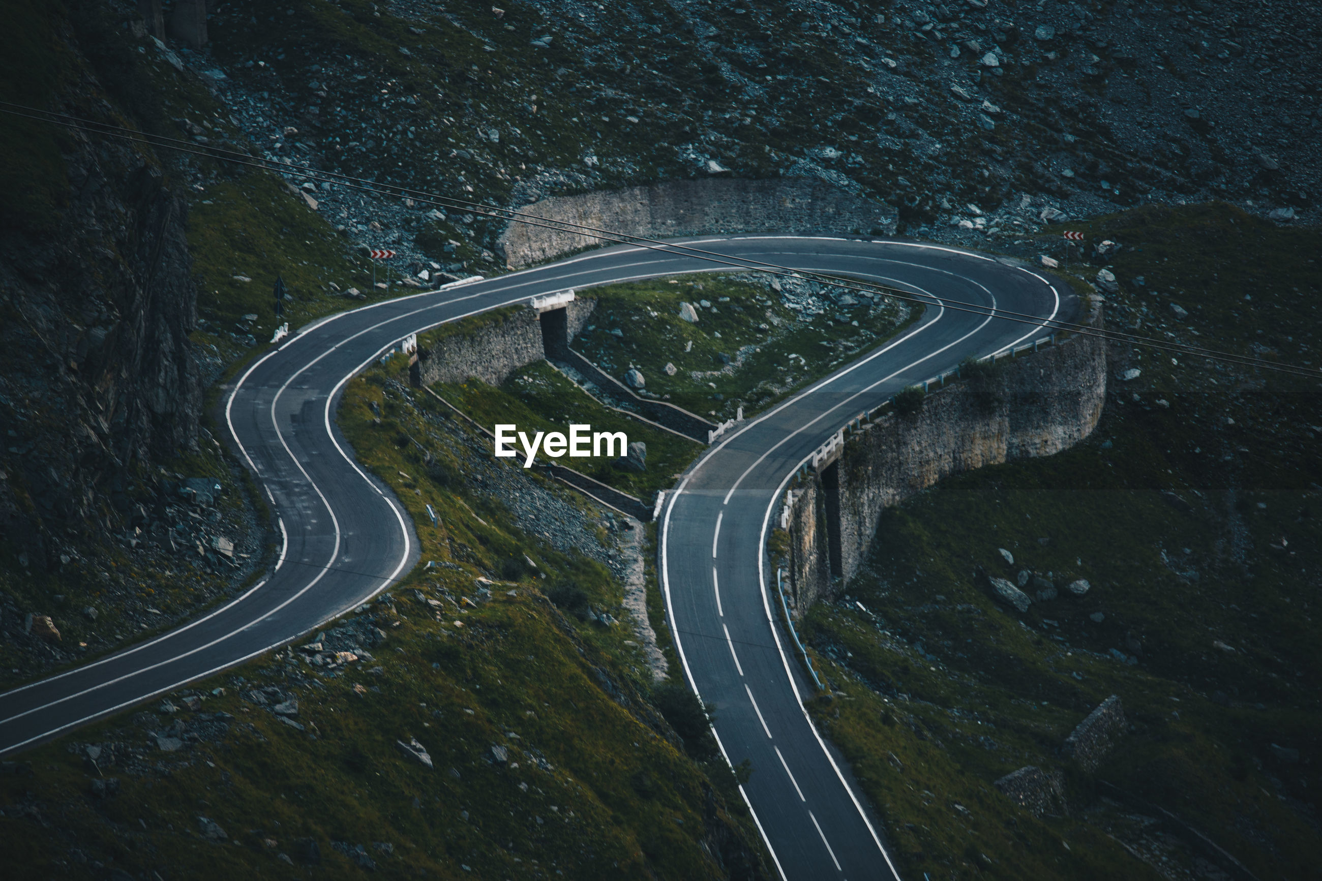 HIGH ANGLE VIEW OF ROAD ON MOUNTAINS