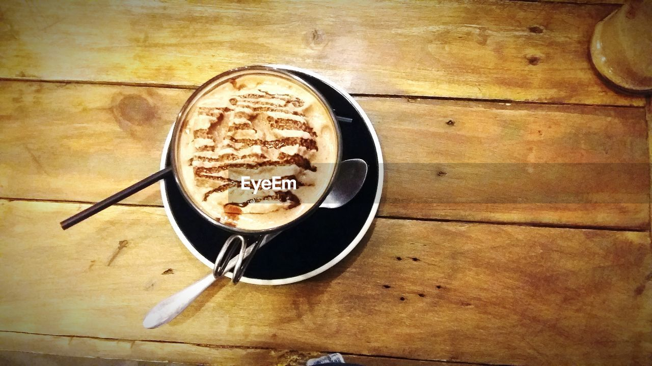 coffee, coffee - drink, coffee cup, drink, cup, refreshment, food and drink, mug, still life, table, frothy drink, indoors, directly above, froth art, freshness, cappuccino, wood - material, no people, kitchen utensil, high angle view, hot drink, crockery, non-alcoholic beverage, froth, latte