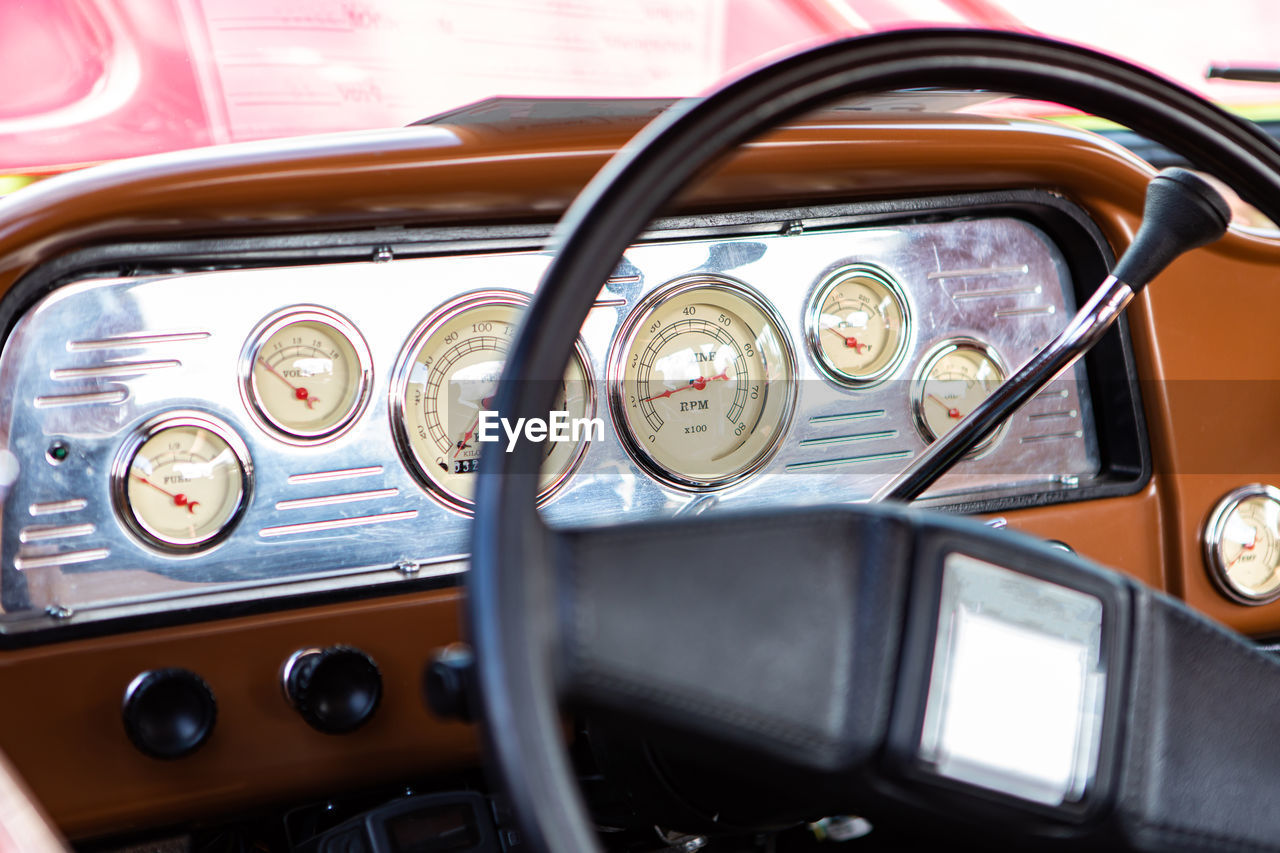 CLOSE-UP OF VINTAGE CAR ON THE MIRROR