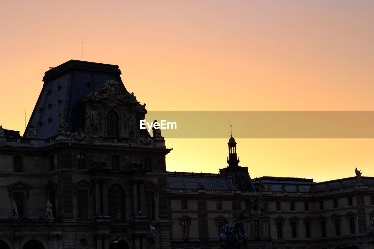 architecture, building exterior, sunset, built structure, outdoors, sky, travel destinations, history, statue, no people, sculpture, low angle view, dome, city, clear sky, day