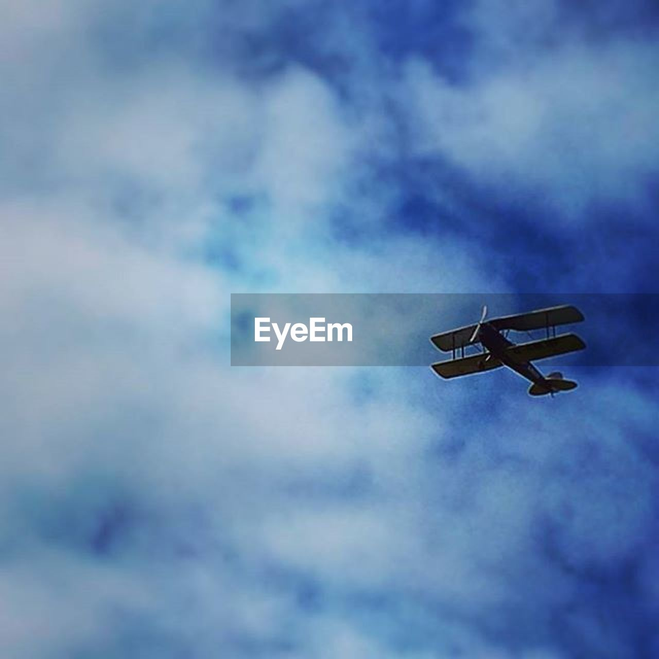 low angle view, sky, cloud - sky, flying, airplane, no people, transportation, mid-air, outdoors, day, air vehicle, nature, airshow