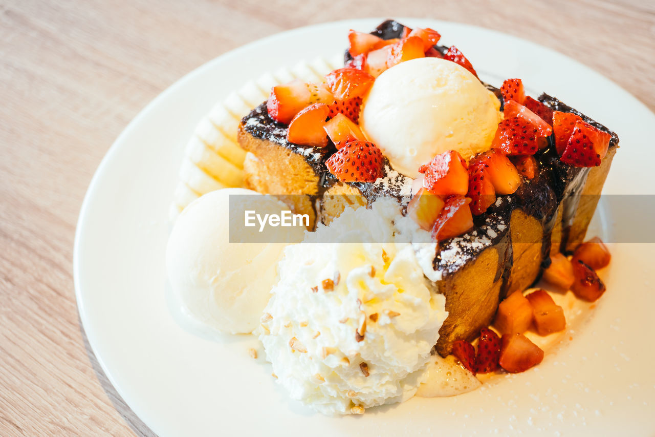 food and drink, plate, food, ready-to-eat, serving size, dessert, freshness, rice - food staple, sweet food, close-up, no people, indoors, indulgence, ice cream, temptation, fruit, day