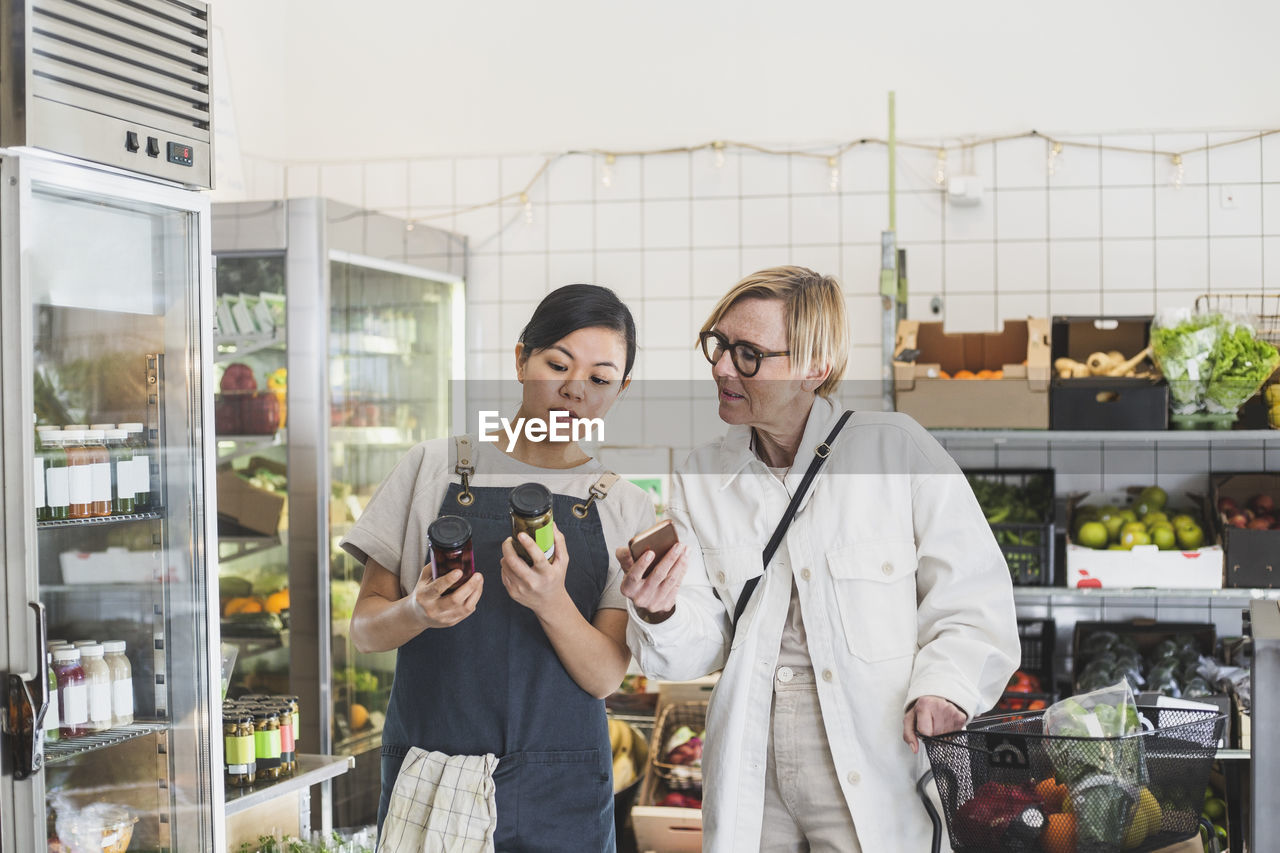 YOUNG COUPLE LOOKING AT STORE