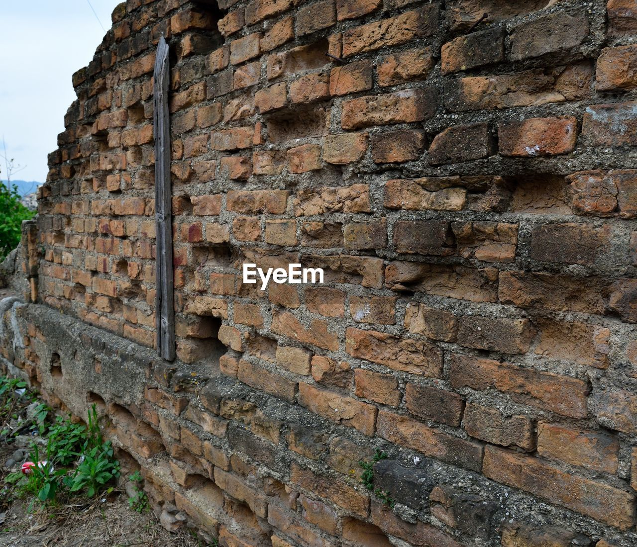 brick wall, architecture, built structure, building exterior, outdoors, history, day, no people, old ruin, close-up