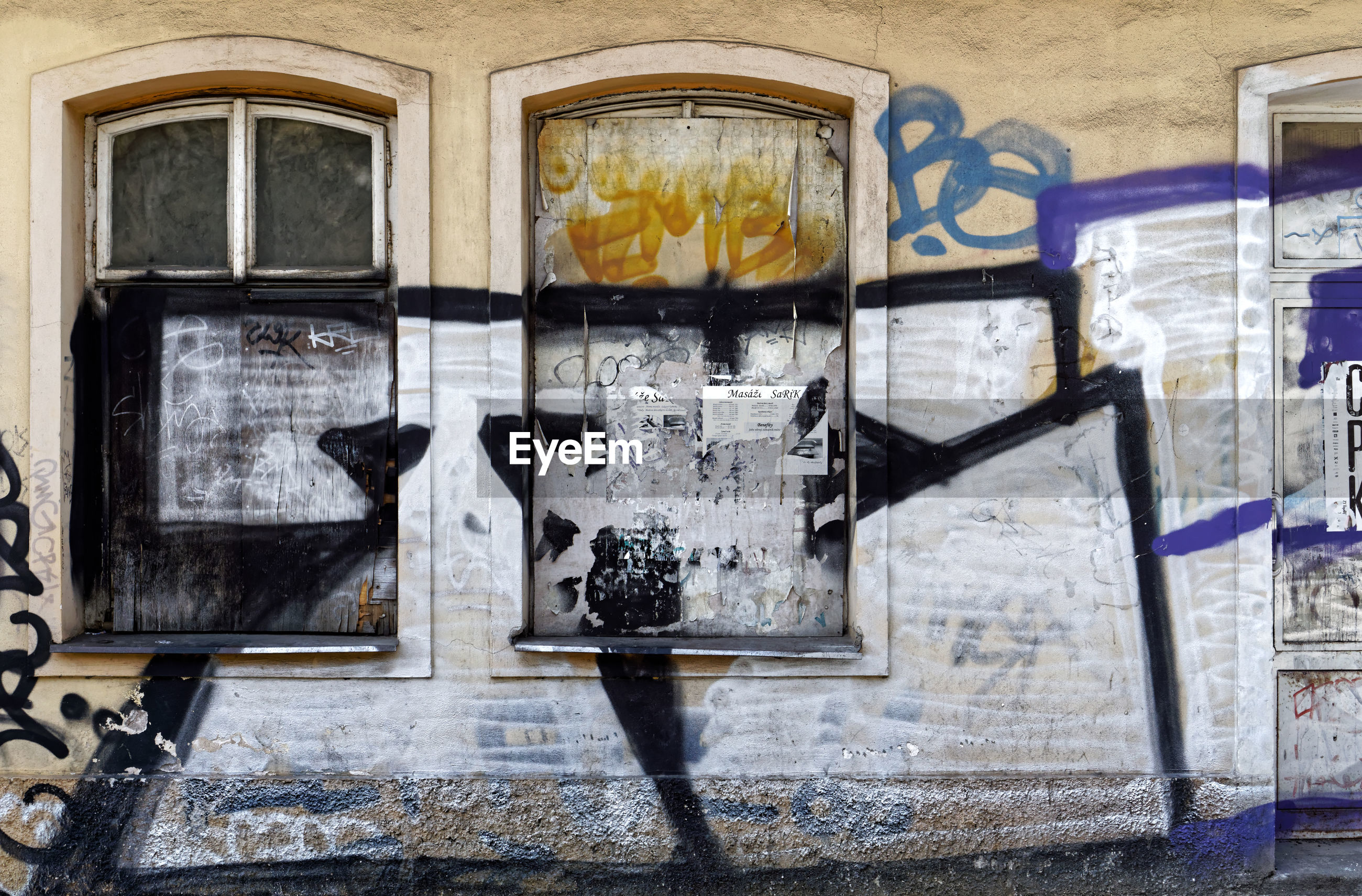 architecture, graffiti, building exterior, window, built structure, text, no people, communication, day, glass - material, transparent, wall - building feature, wall, outdoors, abandoned, western script, old, building, city, deterioration, glass, mural