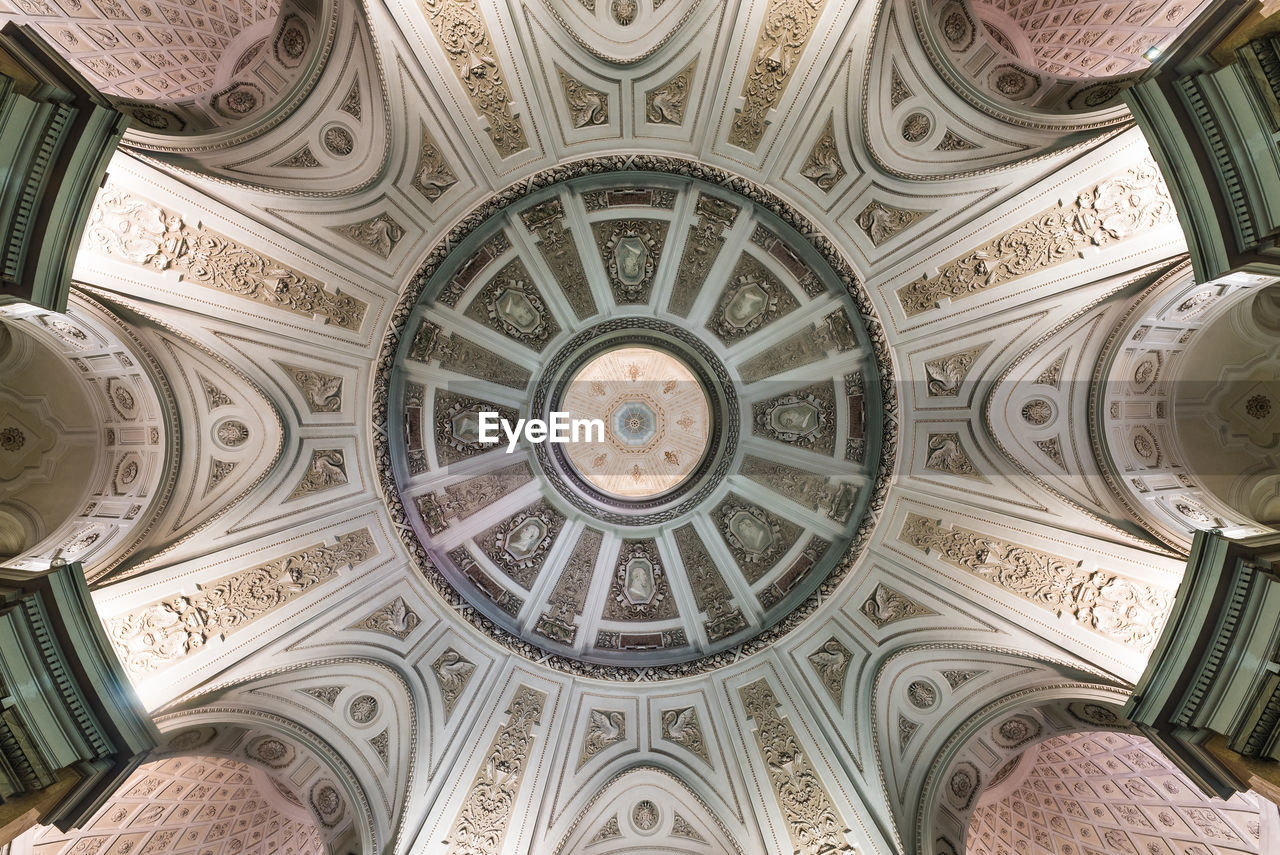 ceiling, architecture, pattern, low angle view, dome, indoors, design, built structure, no people, shape, directly below, ornate, the past, geometric shape, history, art and craft, architectural feature, circle, travel destinations, cupola, architecture and art, mural, fresco