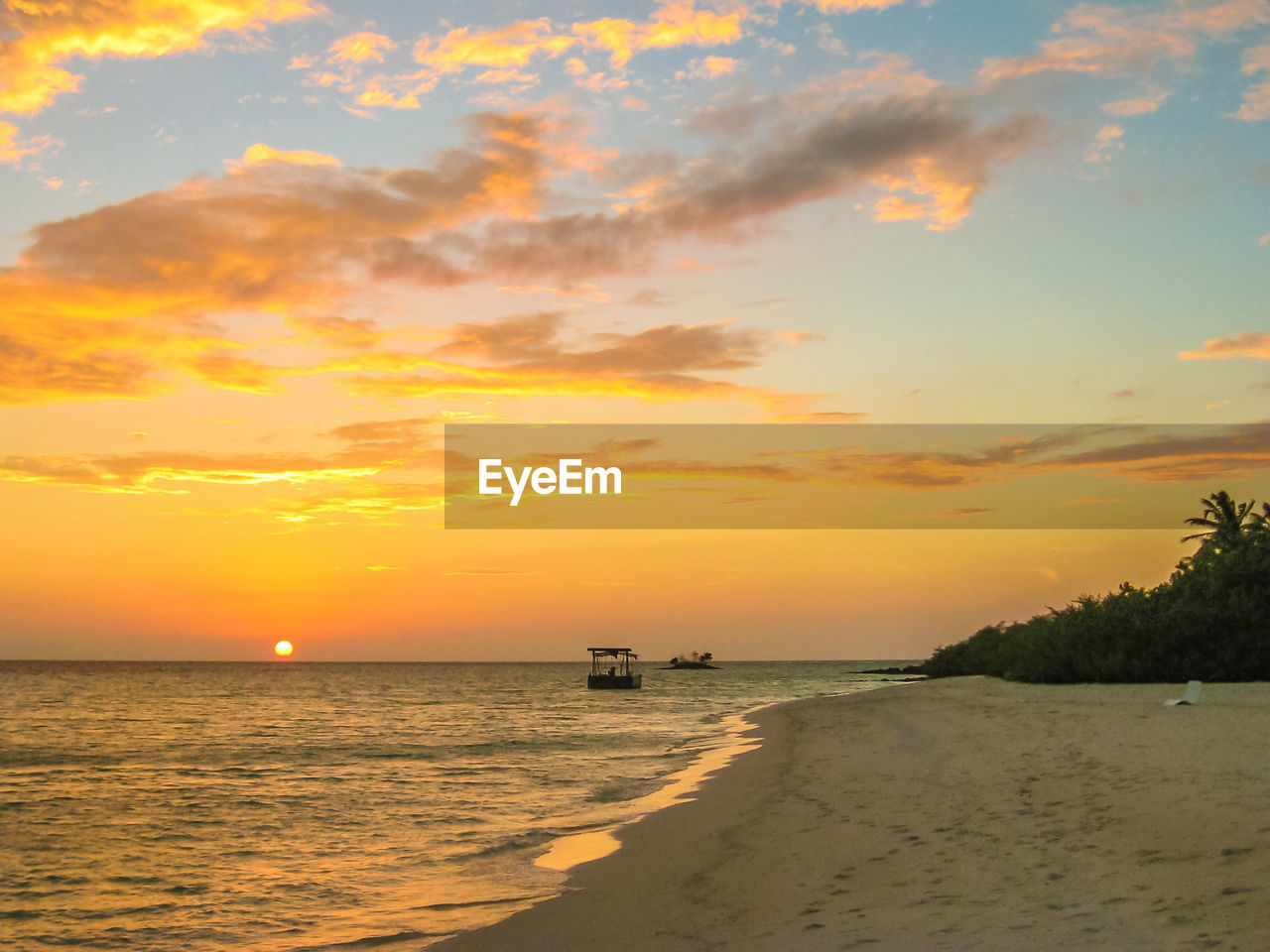 sunset, sea, scenics, beauty in nature, tranquil scene, orange color, tranquility, horizon over water, nature, water, sky, beach, sun, no people, outdoors