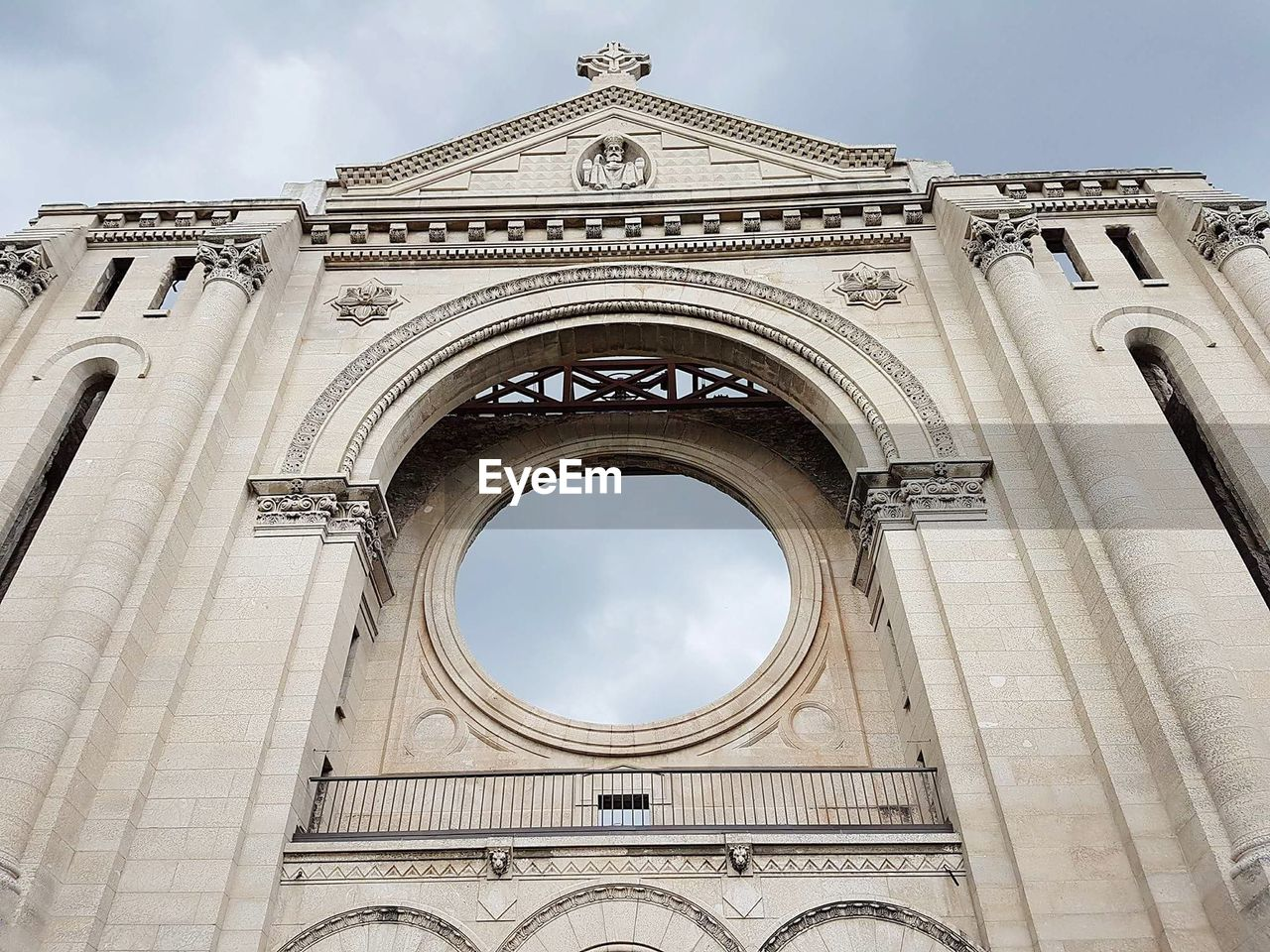 low angle view, architecture, built structure, sky, arch, building exterior, the past, history, day, no people, nature, building, travel destinations, cloud - sky, religion, belief, sculpture, place of worship, circle, outdoors, ornate