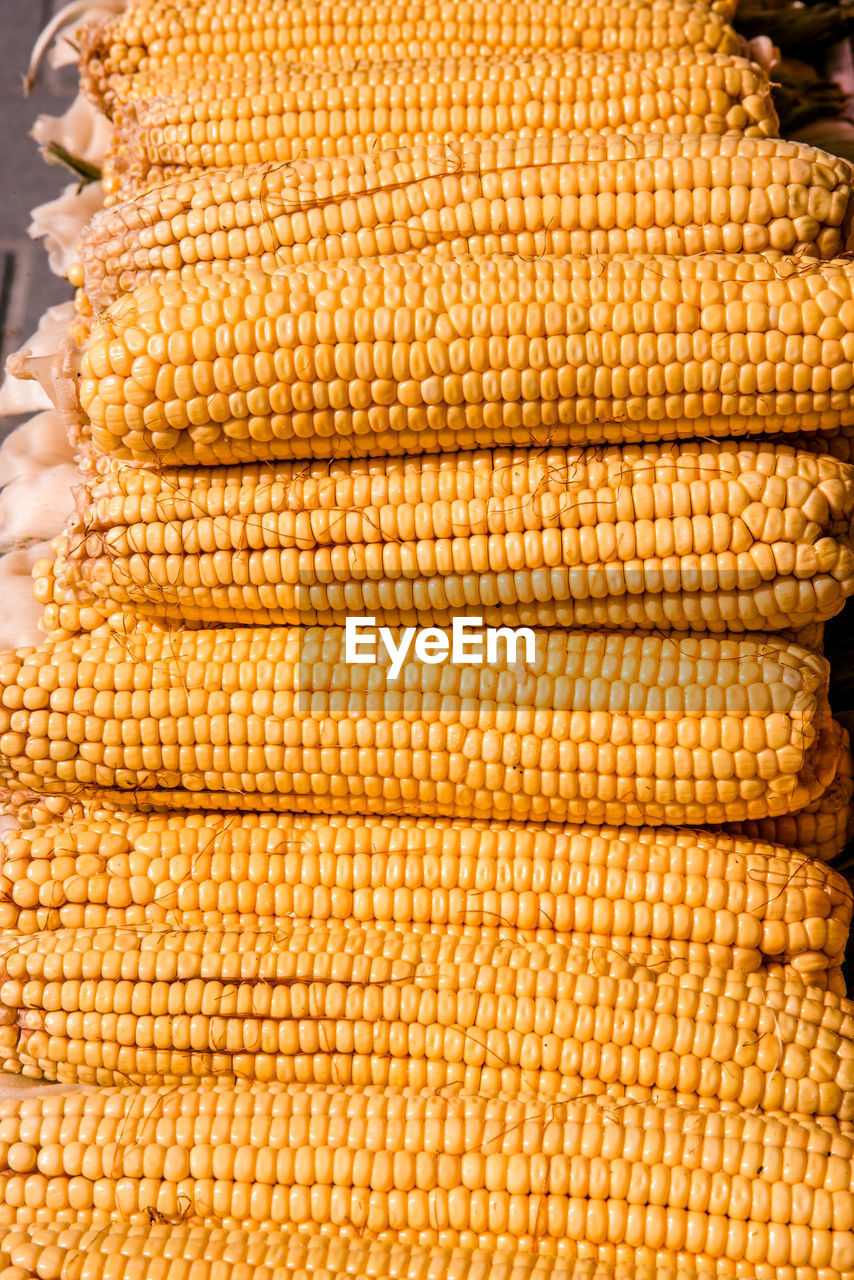 corn, food and drink, food, vegetable, freshness, corn on the cob, yellow, sweetcorn, wellbeing, healthy eating, no people, raw food, close-up, market, day, cereal plant, large group of objects, agriculture, pattern, for sale, outdoors