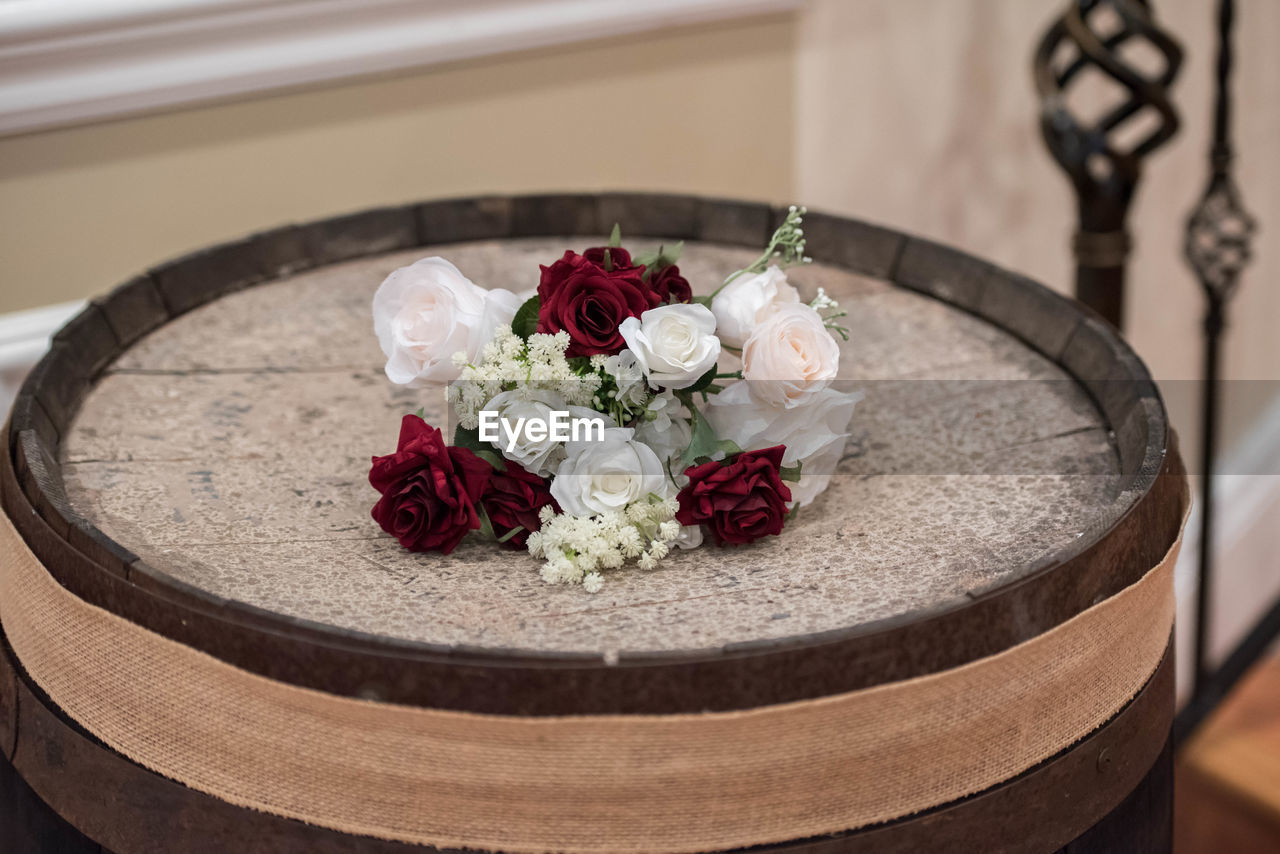 flower, flowering plant, plant, freshness, rose - flower, beauty in nature, rose, indoors, vulnerability, fragility, flower arrangement, nature, close-up, no people, flower head, table, decoration, inflorescence, still life, selective focus, bouquet, wedding ceremony, luxury