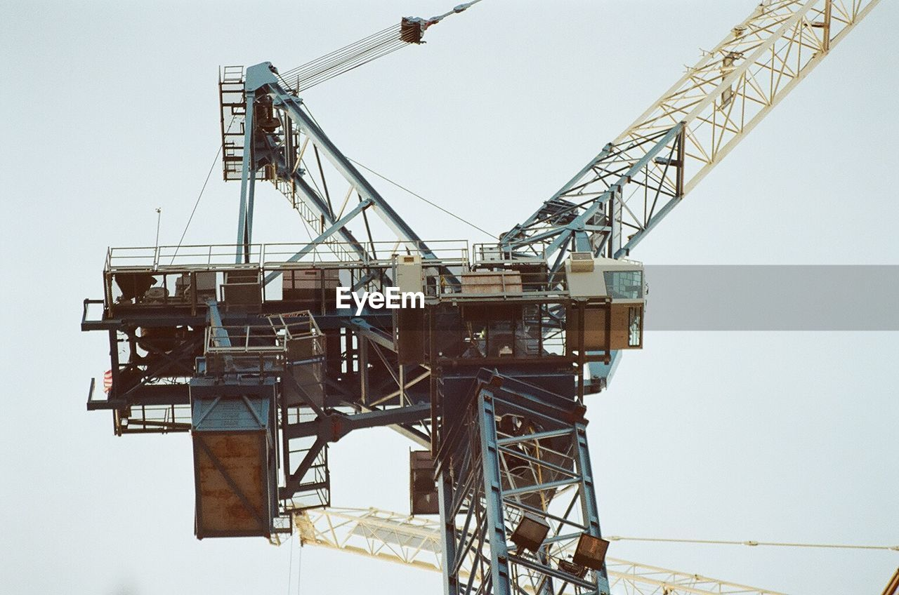 LOW ANGLE VIEW OF CRANE AT CONSTRUCTION SITE