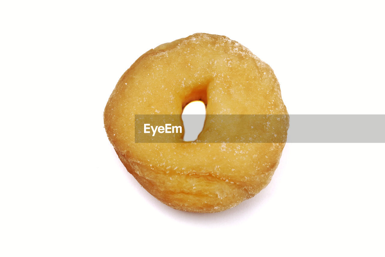 studio shot, food, food and drink, white background, indoors, cut out, still life, baked, single object, close-up, sweet food, donut, freshness, sweet, unhealthy eating, indulgence, no people, ready-to-eat, dessert, snack, temptation, glazed food