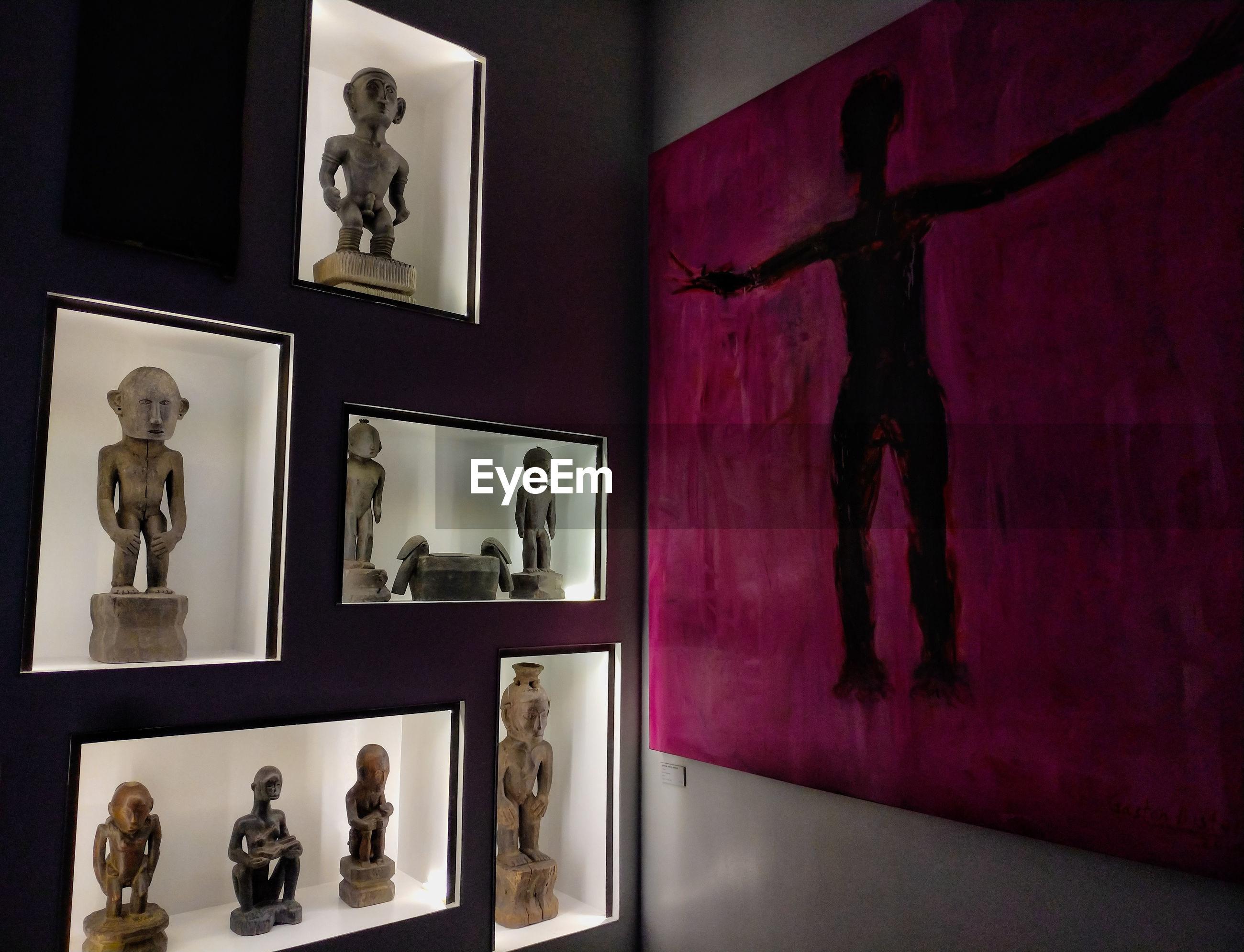 STATUE OF MAN IN MUSEUM