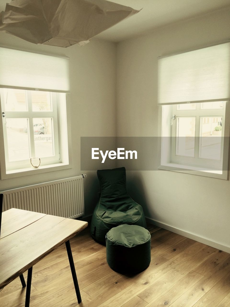 indoors, home interior, absence, hardwood floor, window, home showcase interior, no people, architecture, modern, day