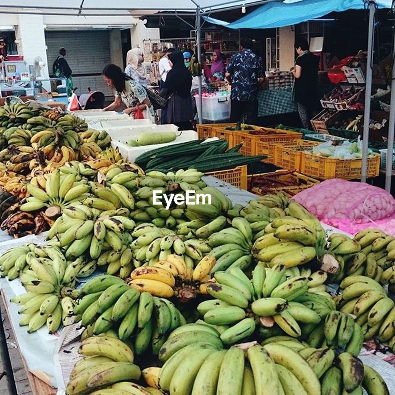 food and drink, market, food, healthy eating, fruit, freshness, vegetable, retail, banana, for sale, market stall, day, outdoors, real people, small business, farmer market, choice, raw food, variation, men, green color, people